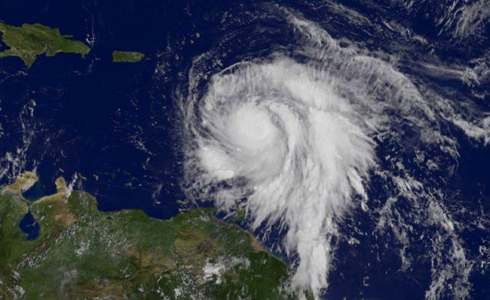 NESTE UT: Slik så orkanen Maria ut da hun lå øst for Leeward Island mandag. Hun er neste ut i den heftige atlantiske orkansesongen i høst.