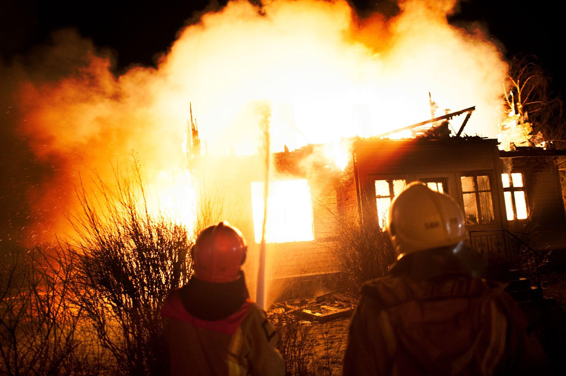 STORE KREFTER: Over 300 personer ble evakuert fra hjemmene sine under brannen i Lærdal natt til søndag. 23 bygninger skal være totalskadet. 16 av dem er bolighus. ALLE FOTO: ELIAS DAHLEN