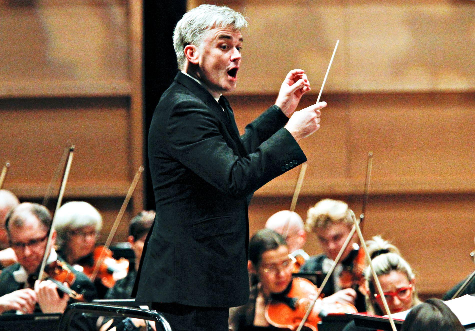 MED GARDNER OG HARMONIEN: Finalistene i Edvard Grieg Internasjonale Pianokonkurranse skal spille sammen med Edward Gardner og Bergen Filharmoniske Orkester søndag.