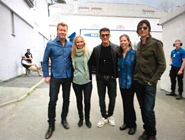 MØTTE HELTENE: Stacie Luttschwager (til h.) og venninnen Magnhild Viste fikk møte A-ha før konserten.