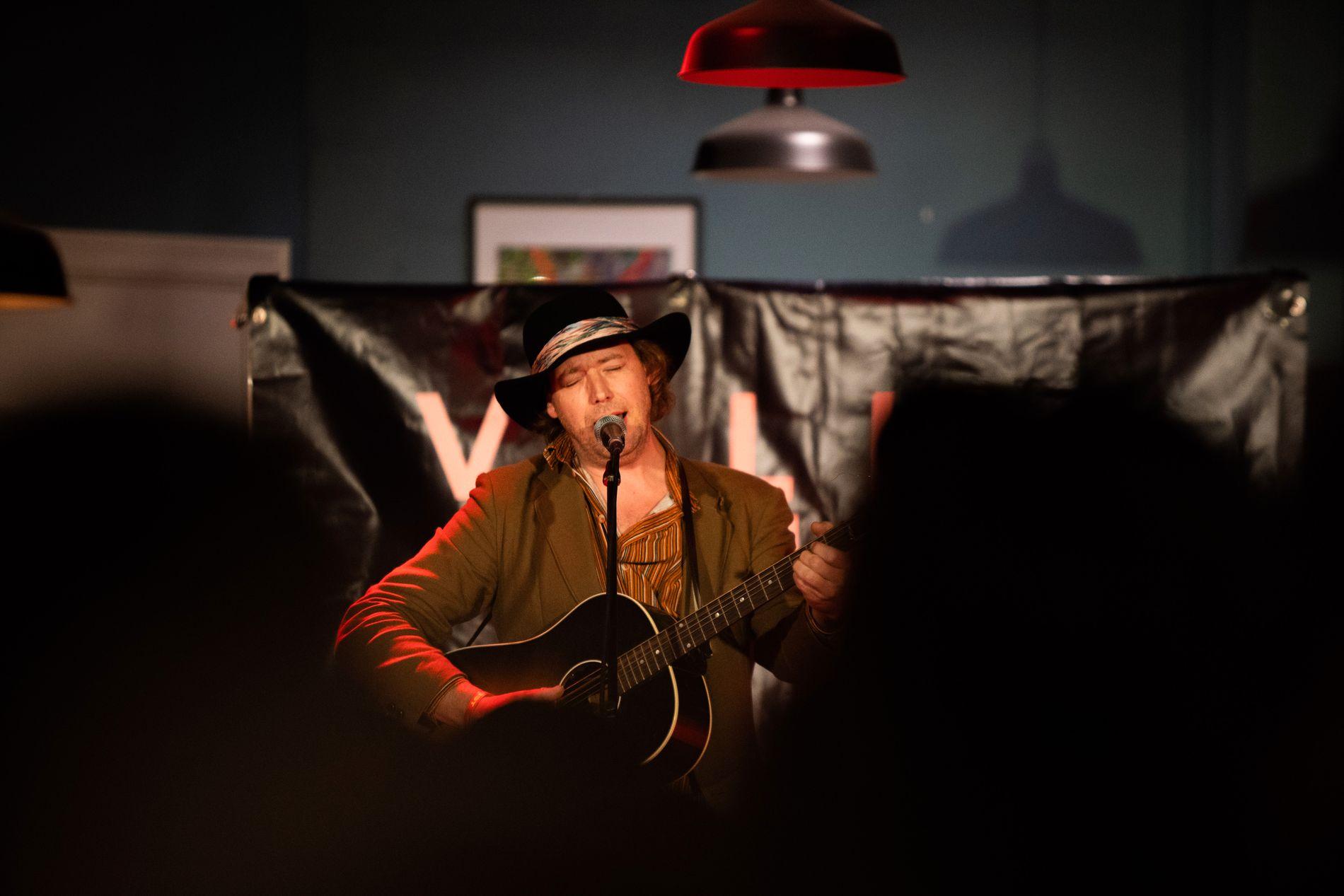 SPELLEMANN: Mange kjenner ham fra bandet Real Ones. Nå har Jørgen Sandviks (til v.) solokarriere fått en god start med Spellemann for første album.