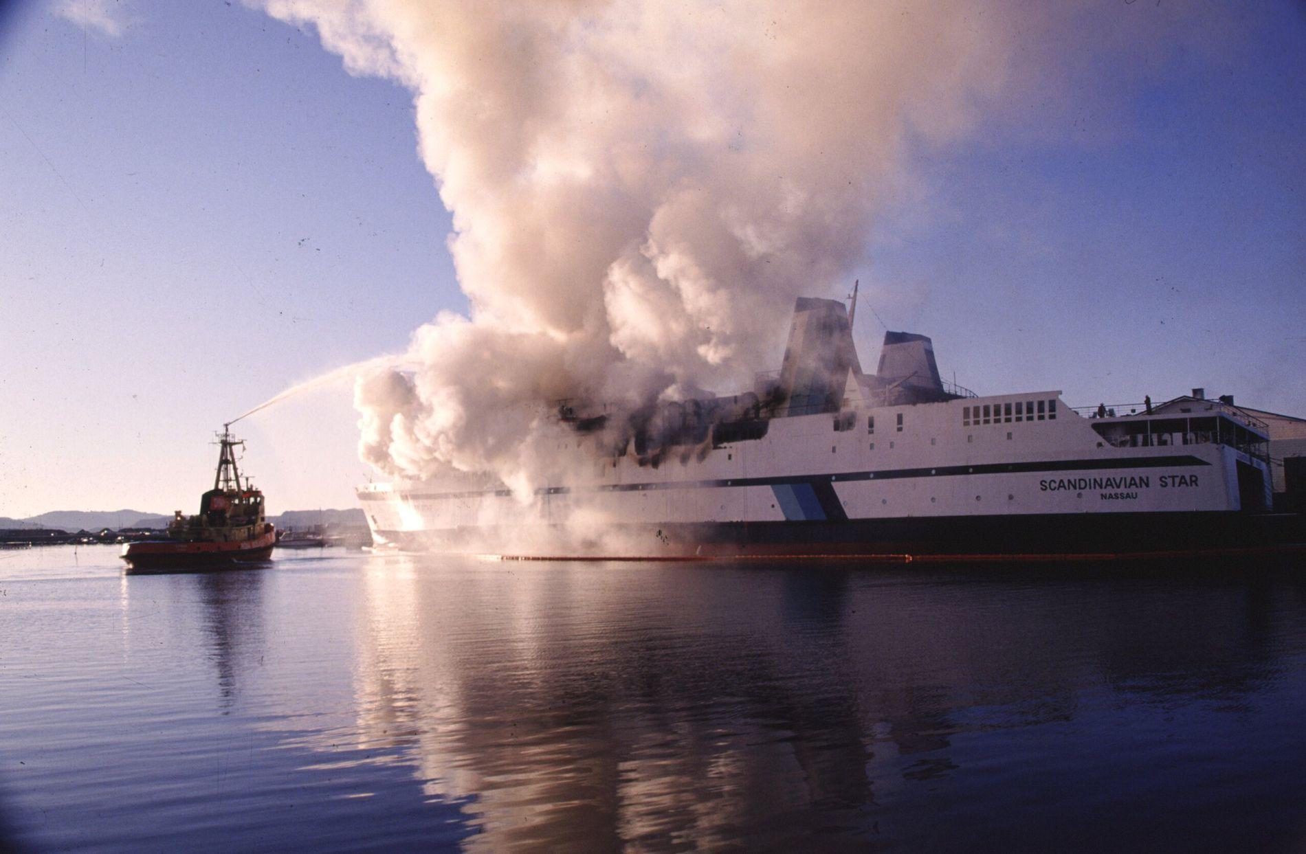 ULØST: «Scandinavian Star» brant i april 1990. 159 mennesker omkom.