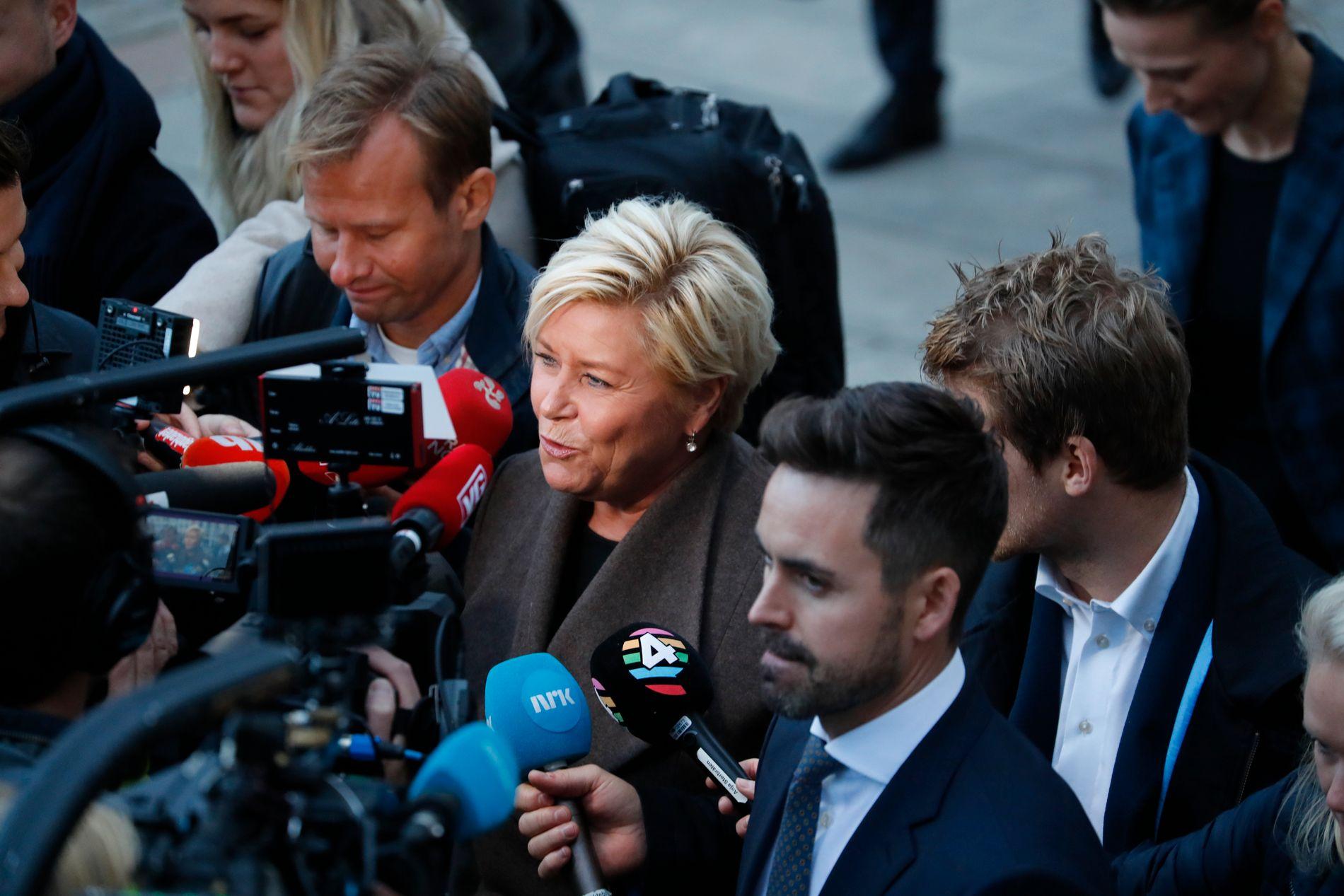 MOT: Frp er partiet som tydelegast har vore mot søskenbarnekteskap, men også Ap og delar av Høgre er motstandarar. Her er Frp-leiar Siv Jensen på veg for å leggje fram statsbudsjettet for 2019.