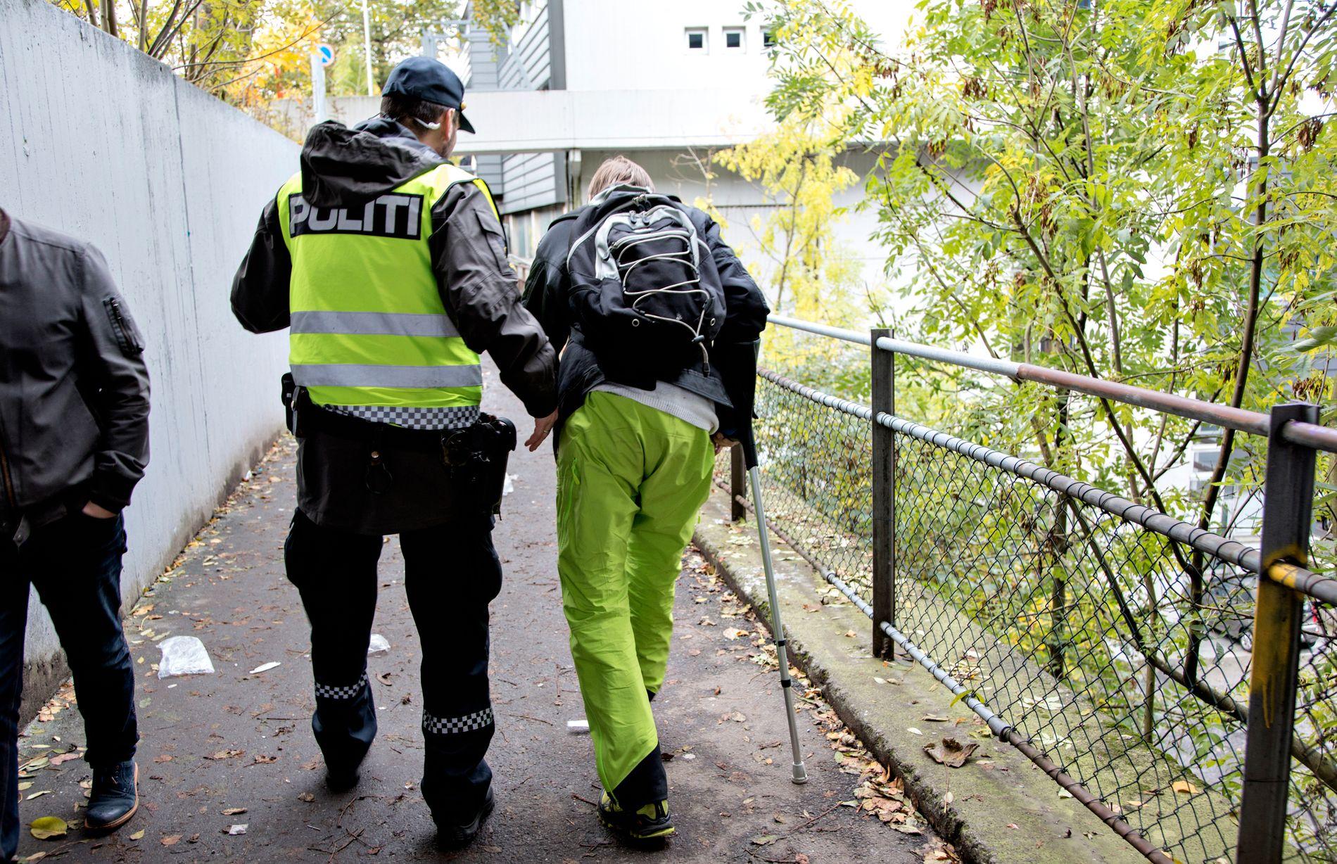 OND SIRKEL: Straffereaksjonen for mindre alvorlig narkotikakriminalitet er gjerne bøter, som blir til gjeld. Gjelden blir en fremtidig byrde som demotiverer avhengige fra å søke et annet liv, skriver Anette Svae.