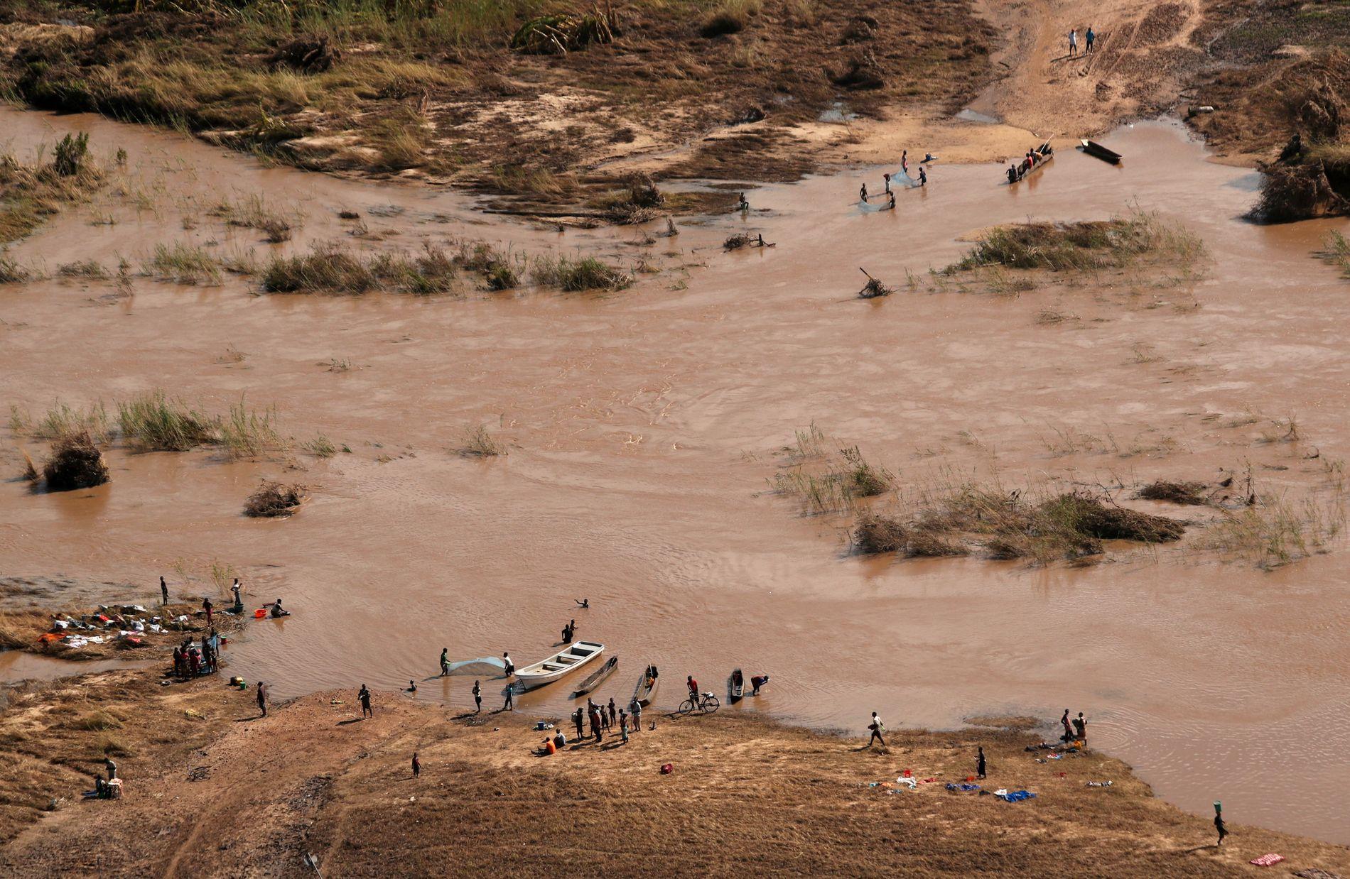 KAMP MOT KLOKKEN: Det er ennå ikke avklart hvor mange som er berørt av syklonen Idai, som har forårsaket enorme ødeleggelser i Mosambik, Zimbabwe og Malawi. I skrivende stund er anslaget på nærmere to millioner mennesker. Halvparten av disse er barn, og arbeidet for å forhindre sykdomsutbrudd er en kamp mot klokken, skriver innsenderne.