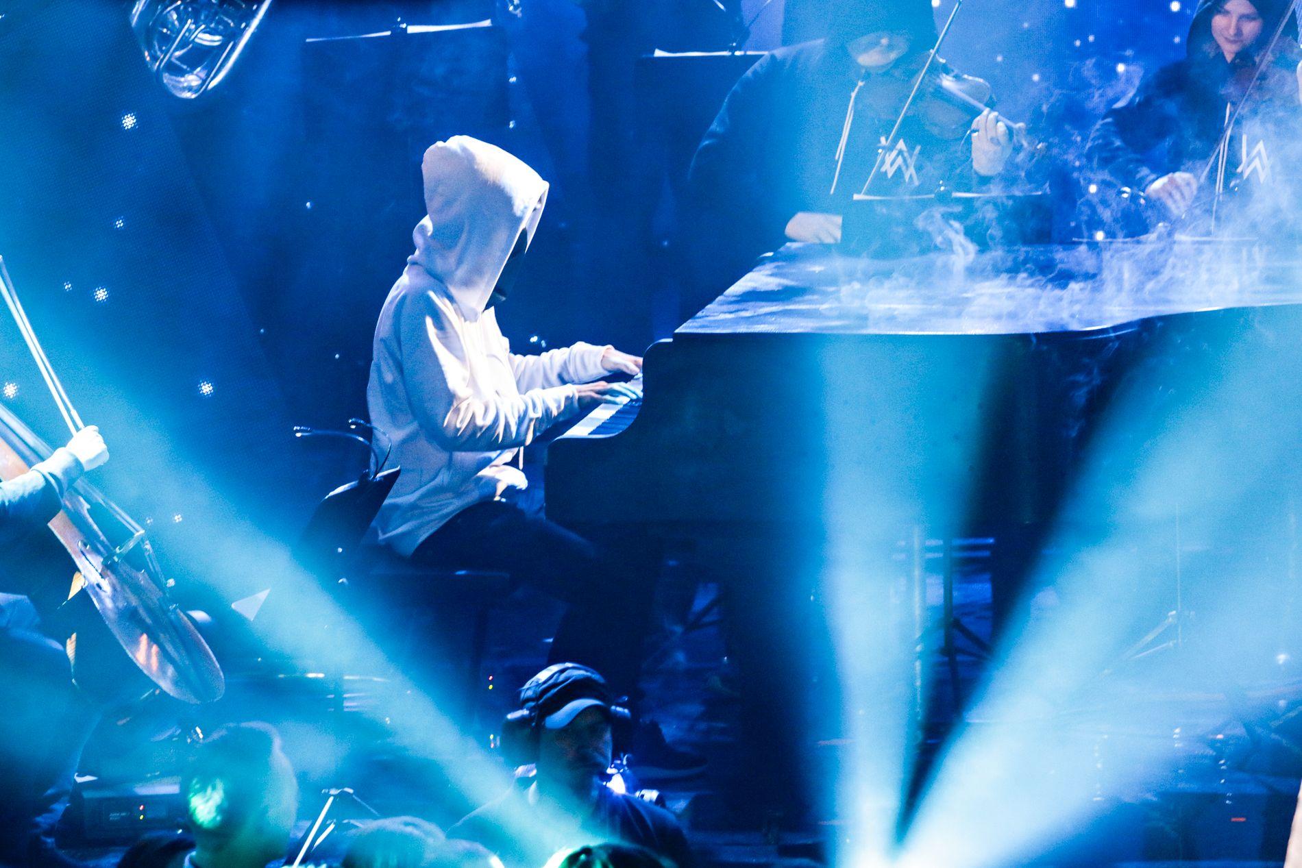 VERFTET; Alan Walker på konserten på Røkeriet før jul. Den ble sendt på TV 2.