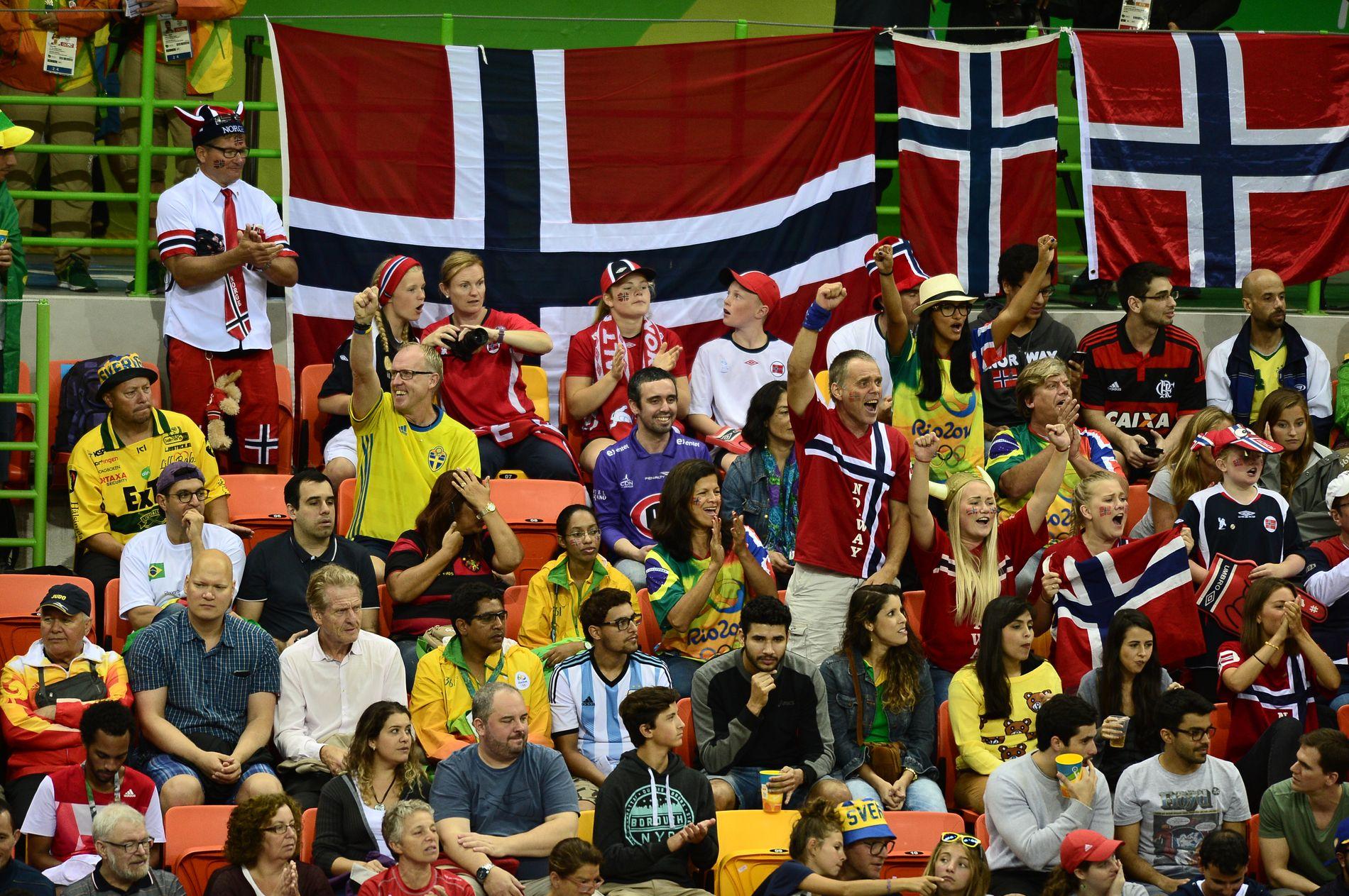 Det var supportere fra mange land, deriblant Sverige, Norge, Angola og Brasil, i håndballhallen onsdag.