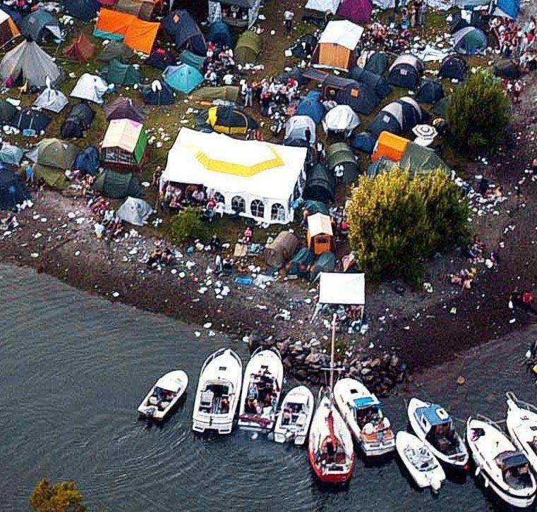 Slik så det ut i Vestrevågen i 2004. Nå vil Lost Weekend ha slutt på båtene som skaper kaos på festivalen.