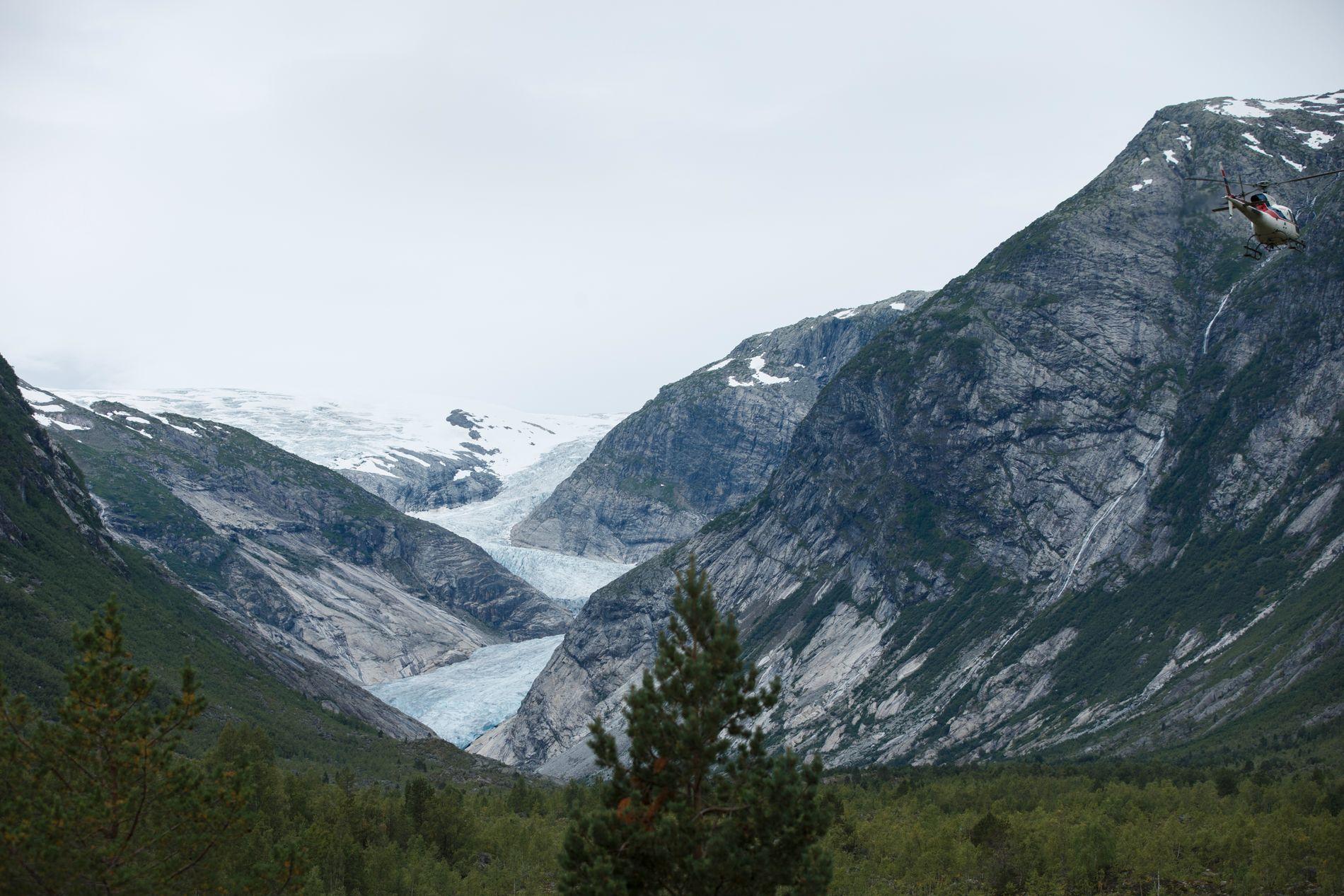 MINKER: Nigardsbreen, som er en brearm av Jostedalsbreen, har trukket seg tilbake en kilometer siden 1963.