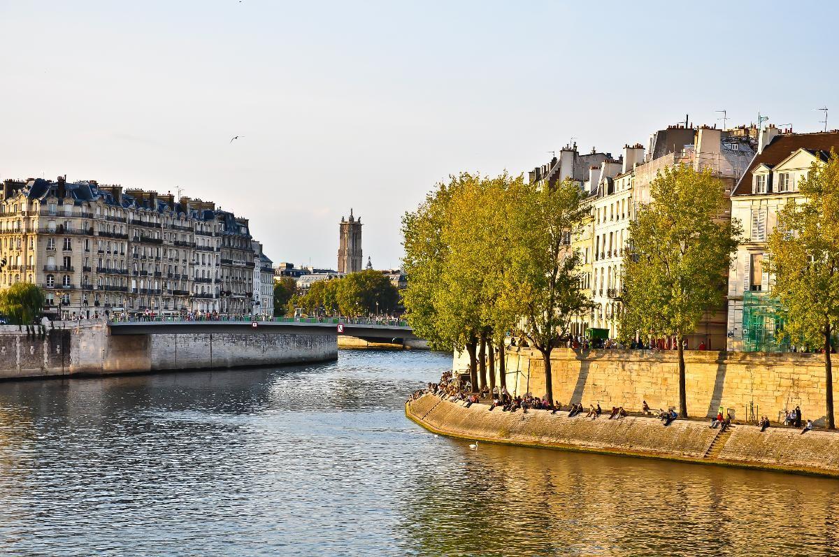 FINE FRANSKE ØYER: De to øyene Ile de la Cité og Ile Saint-Louise (til høyre) ligger i Seine og er perfekt å rusle rundt på i en helg i Paris.