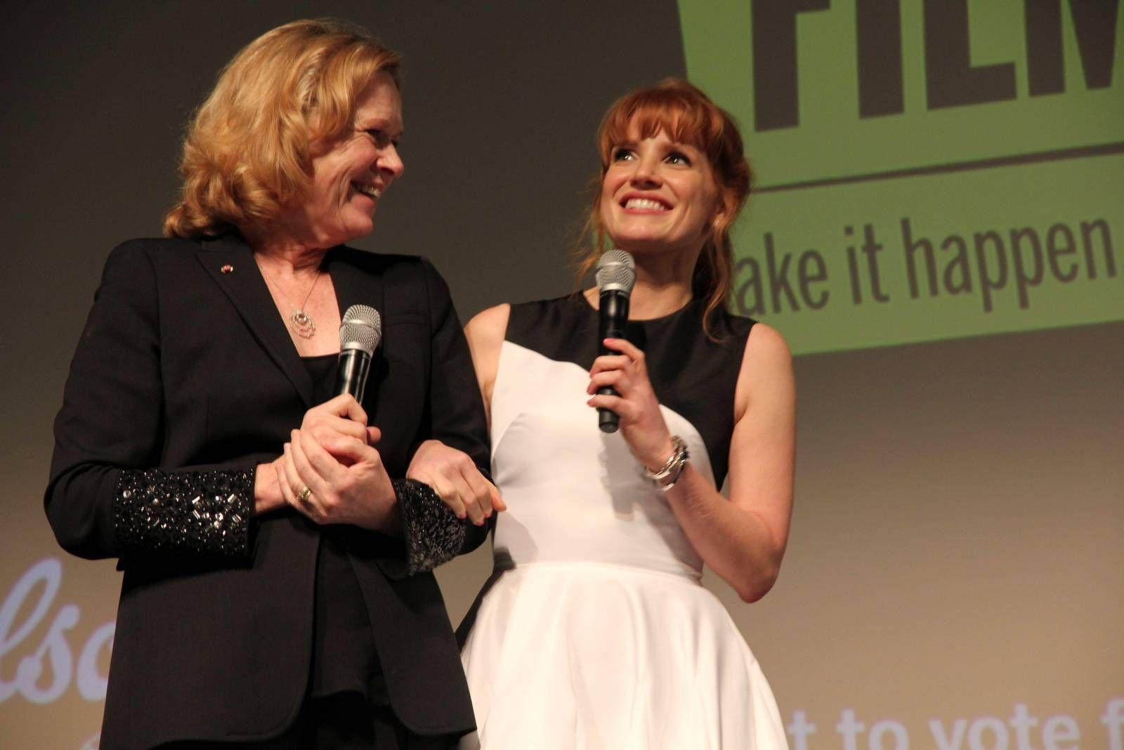 PREMIERE: Liv Ullmann og Jessica Chastain skrøt uhemmet av hverandre for et fullpakket Winter Garden kinoteater i Toronto søndag kveld.