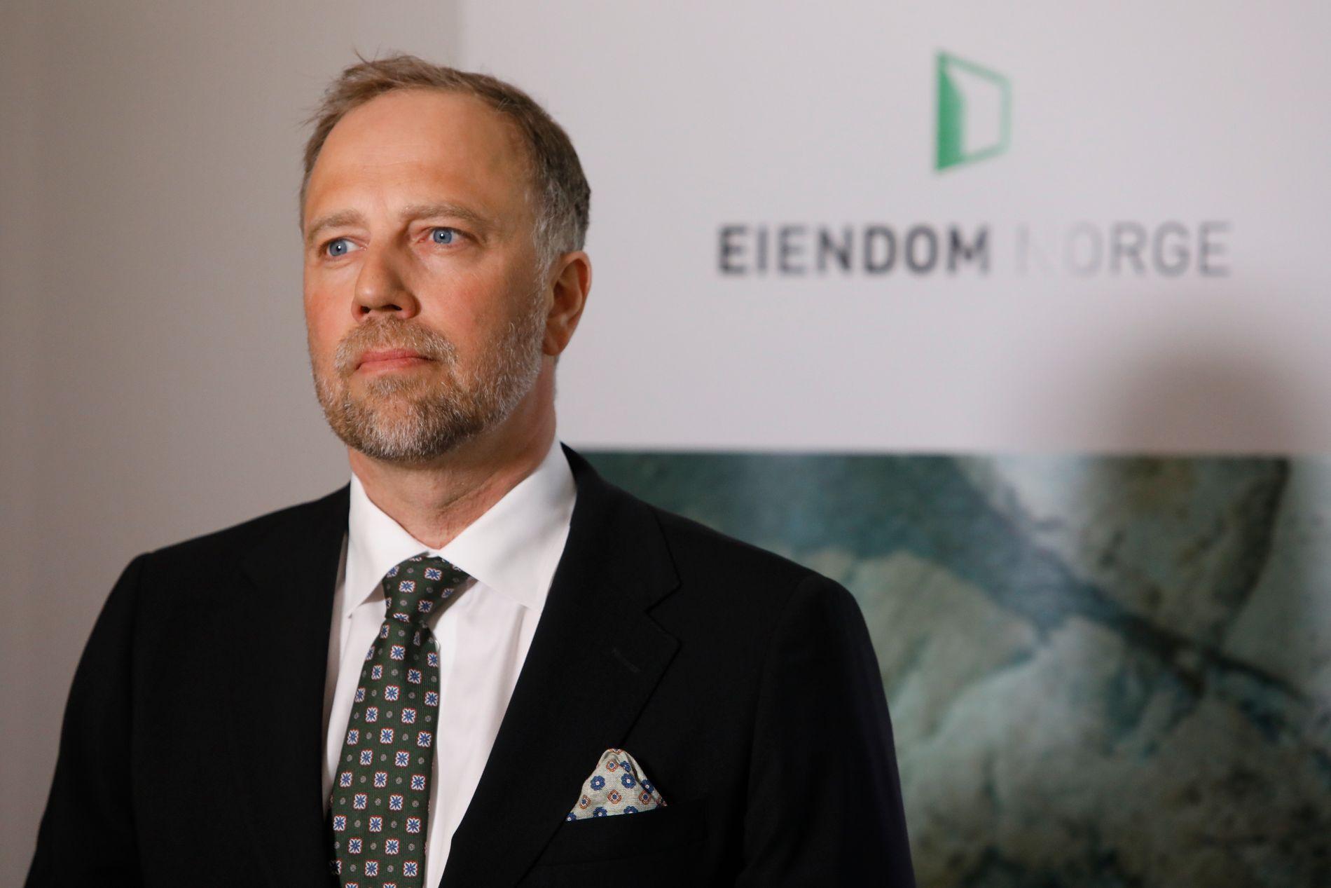 PRISENDRING: Christian Vammervold Dreyer og Eiendom Norge la frem boligprisene tirsdag formiddag.