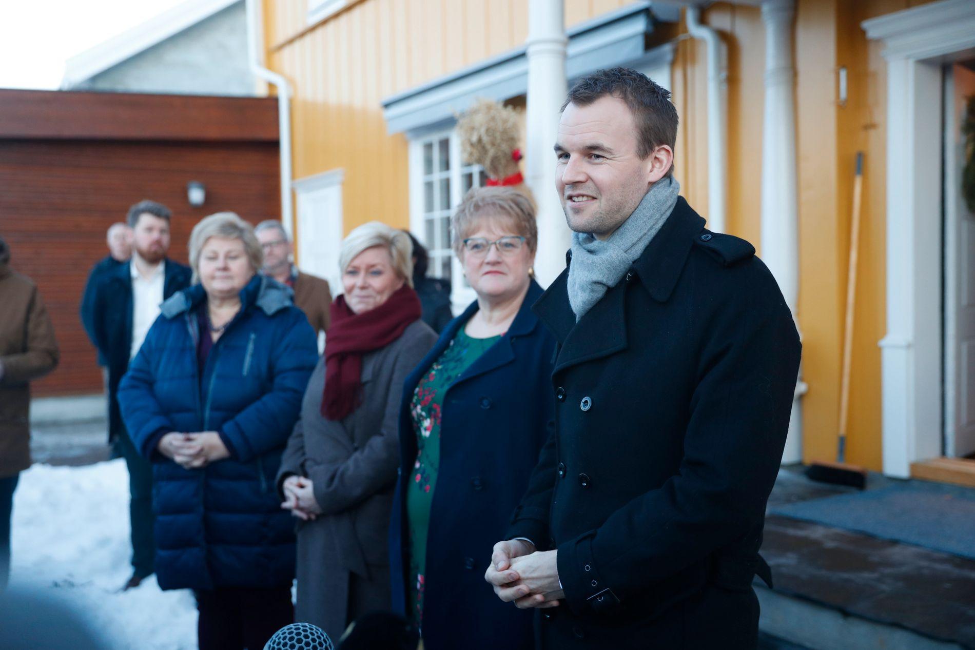 DYRE KOMPROMISS: Erna Solberg (H) må ta ansvar for at regjeringsforhandlingane ikkje vert for kostbare for staten. Frå v. Erna Solberg (H), Siv Jensen (Frp), Trine Skei Grande (V) og Kjell Ingolf Ropstad (KrF).