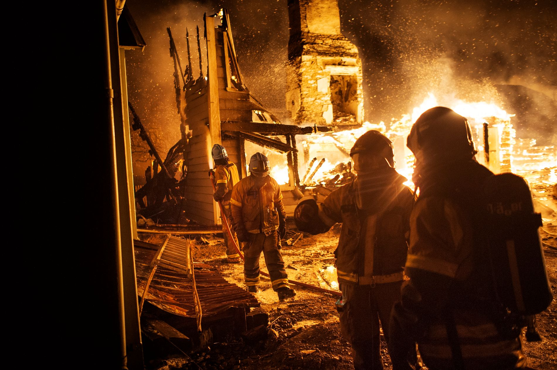 UTE AV KONTROLL: - Å ha en beredskap som hadde håndtert denne hendelsen slik at den ikke kom ut av kontroll, tror jeg er så godt som umulig, sier Terje Brandsøy, dagleg leder ved 110-alarmsentralen i Florø.