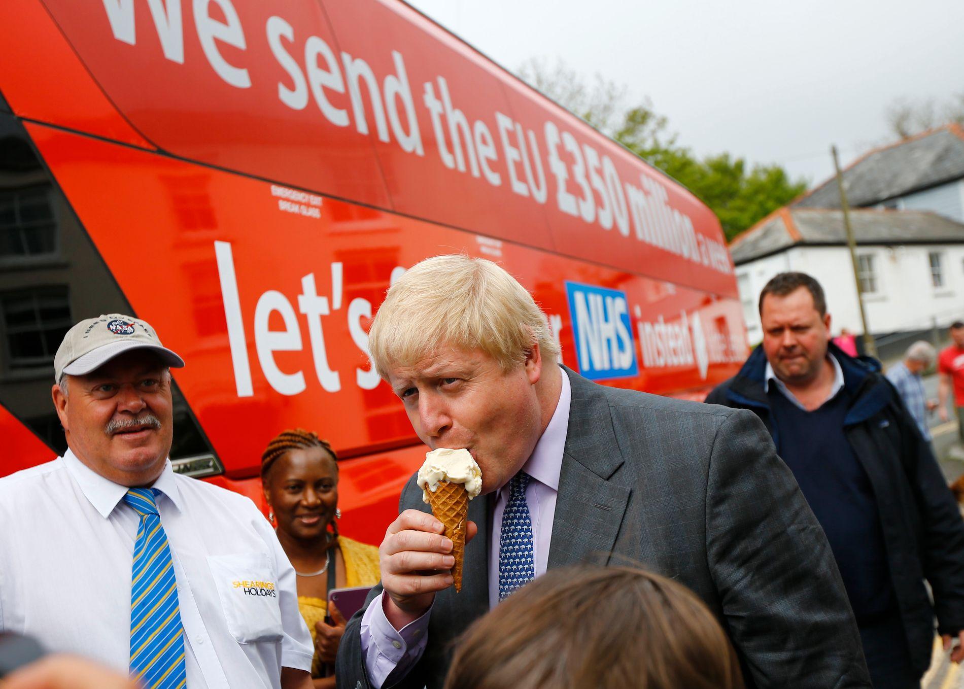LØGN: Brexit-forkjemparar som Boris Johnson kom med løfter som var umogeleg å halde. Dei lova blant anna at pengane som britane betalte til EU-samarbeidet heller skulle gå til britiske sjukehus.