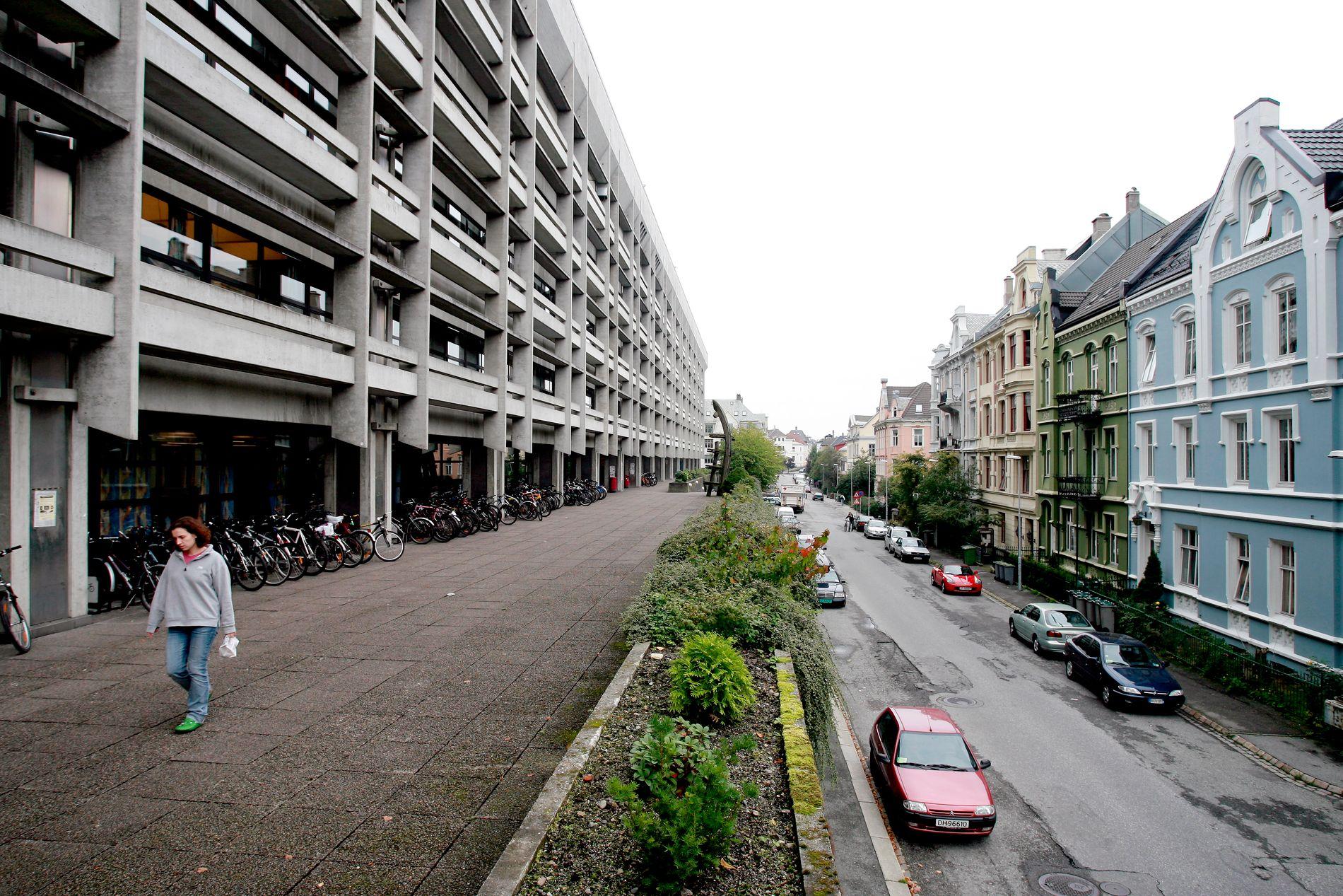 BRUTALISME: Ifølge Hans-Jacob Roald gir det brutalistiske Realfagbygget blaffen i omgivelsene.