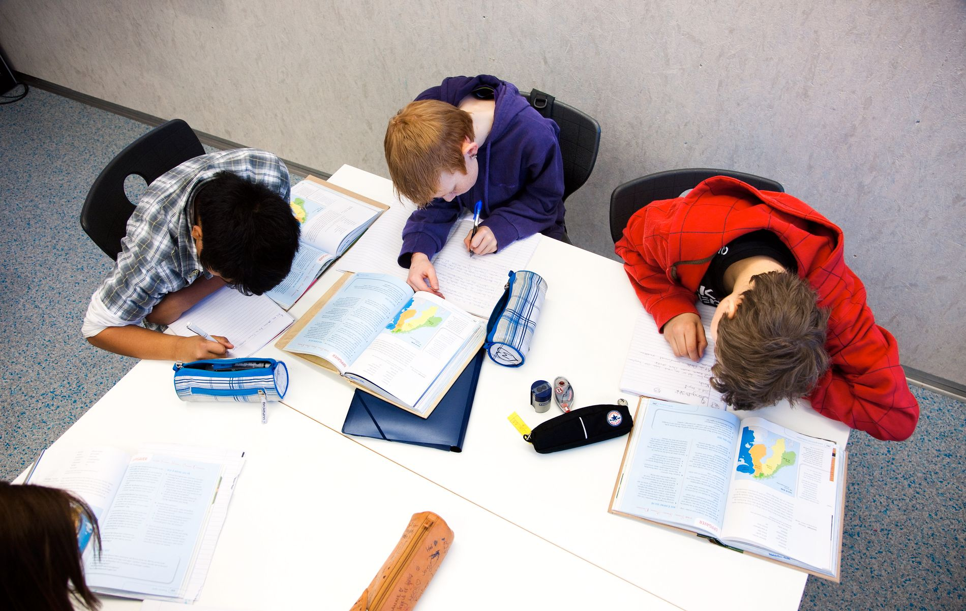 LÆRING SAMMEN: Elevene skal skape forståelsen i samhandling med andre, ifølge læringssynet i læreplan og forskning. Da kan de ikke være passive tilskuere til en lærer som formidler, skriver innsenderen.