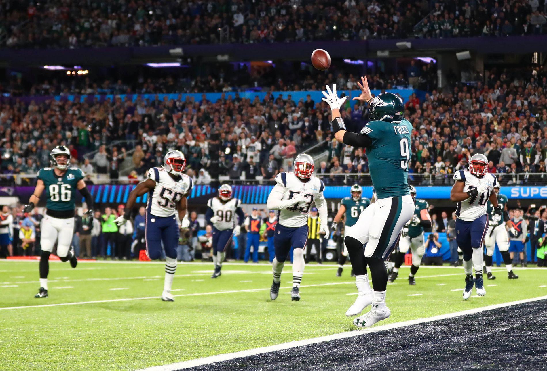 Her mottar Nick Foles, som første quarterback i Super Bowls historie, en touchdownpasning. Det var en av hovedgrunnene til at Philadelphia Eagles seiret.