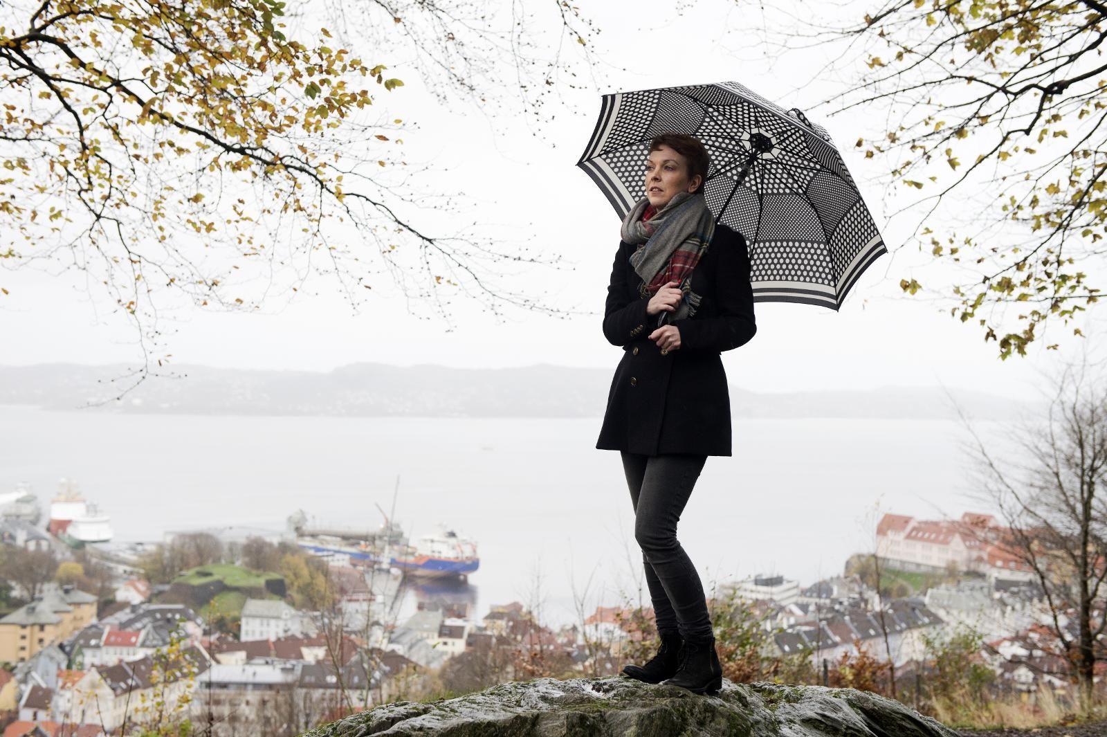 17c3eb78 SAVN: Jeg har vært rasende på min pappa, jeg har vært uendelig knust, men  jeg savner ham fremdeles. I dag lever jeg et kjempefint liv, skriver Ingrid  Bjørge ...