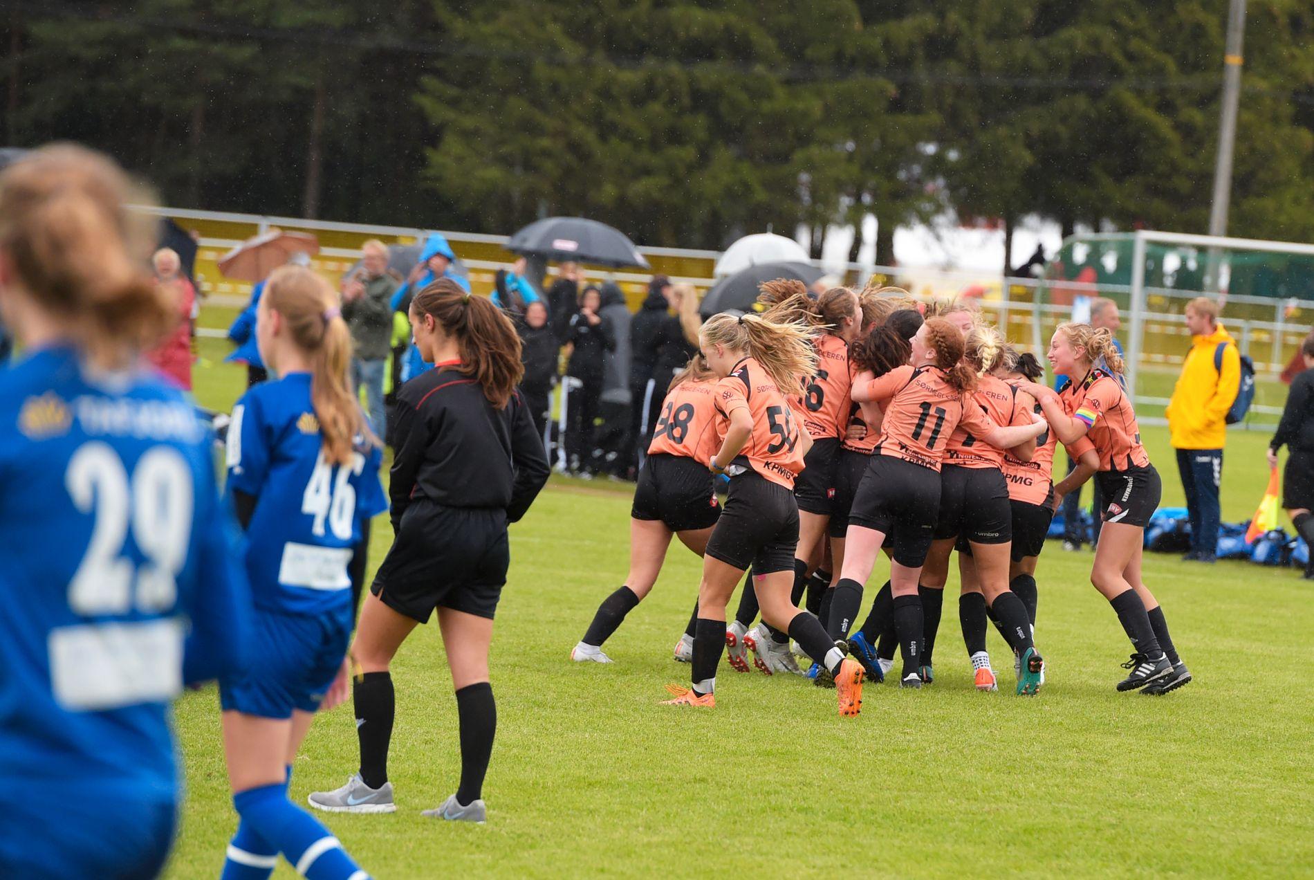 Jentene fra Gimletroll tok helt av etter seieren som kan sende dem til A-sluttspillet i Norway Cup.