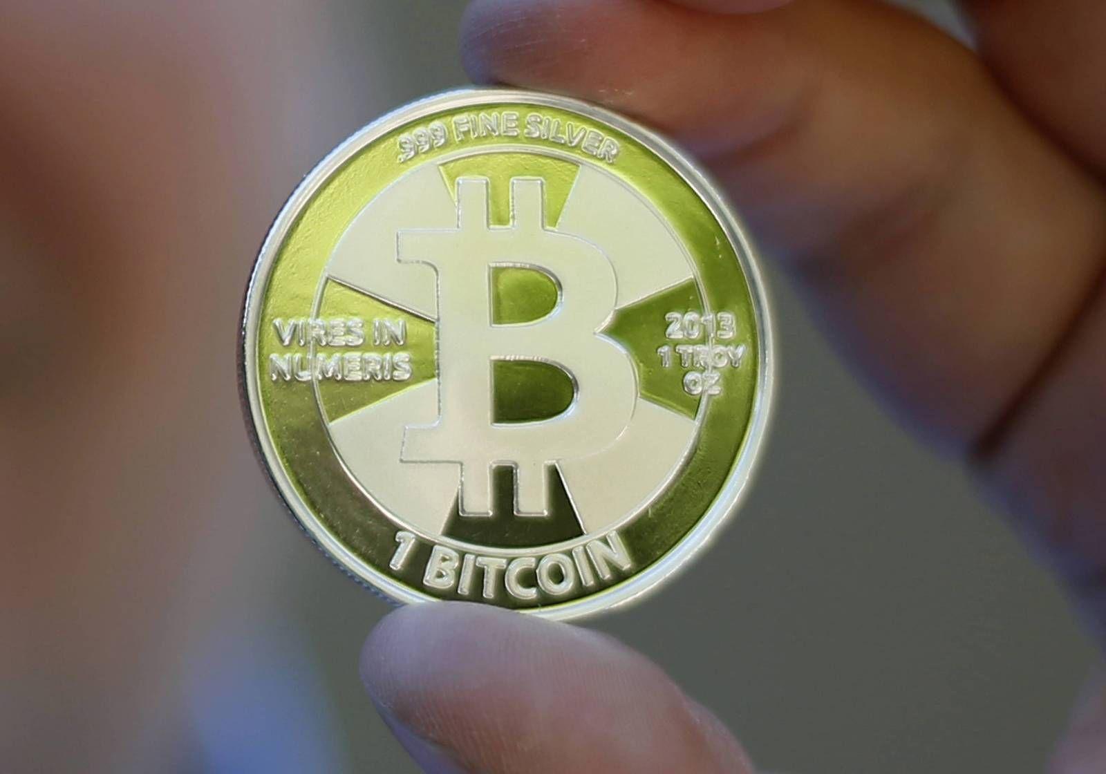 9aba8c41 DIGITAL: Bitcoin er en digital valuta som kan brukes til å betale på  internett, uten å gå via en bank. I motsetning til annen valuta, er Bitcoin  ikke ...