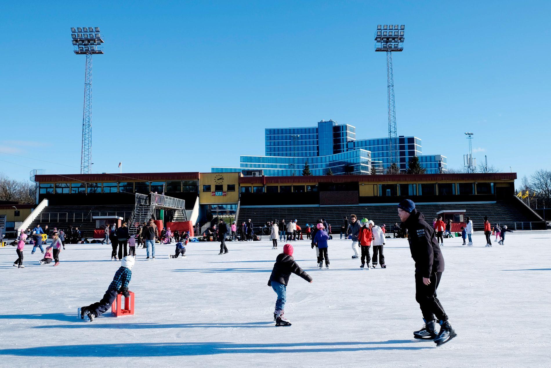 NEI TIL HALL: Oslos skøyteløpere må klare seg uten tak over hodet på Valle Hovin i overskuelig fremtid.