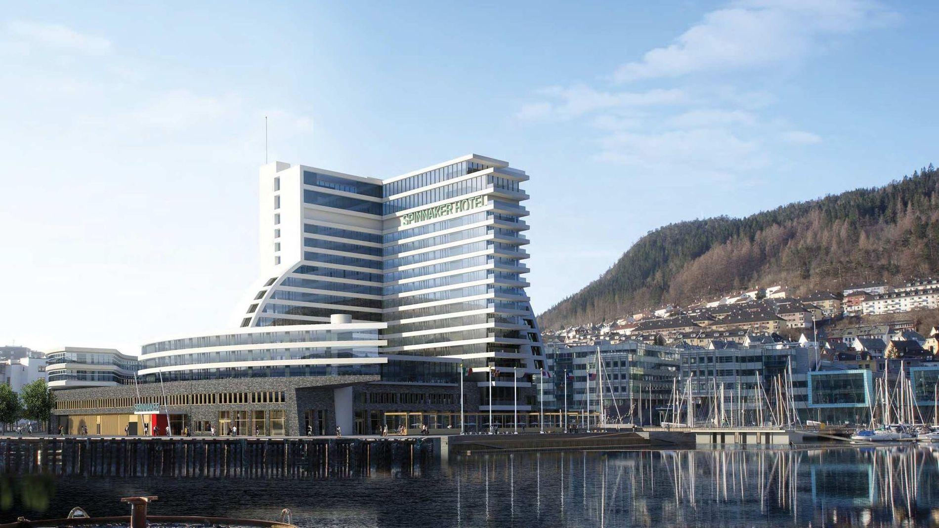 FØR: I juni 2016 presenterte selskapet planer for det gigantiske hotellet «Spinnaker» på 17 etasjer, høyere enn rådhuset. Det elleville bygget forårsaket et ras av kritikk og sarkasmer, inkludert fra undertegnede, skriver Frode Bjerkestrand. ILLUSTRASJON: Arkitekt Paal J. Kahrs