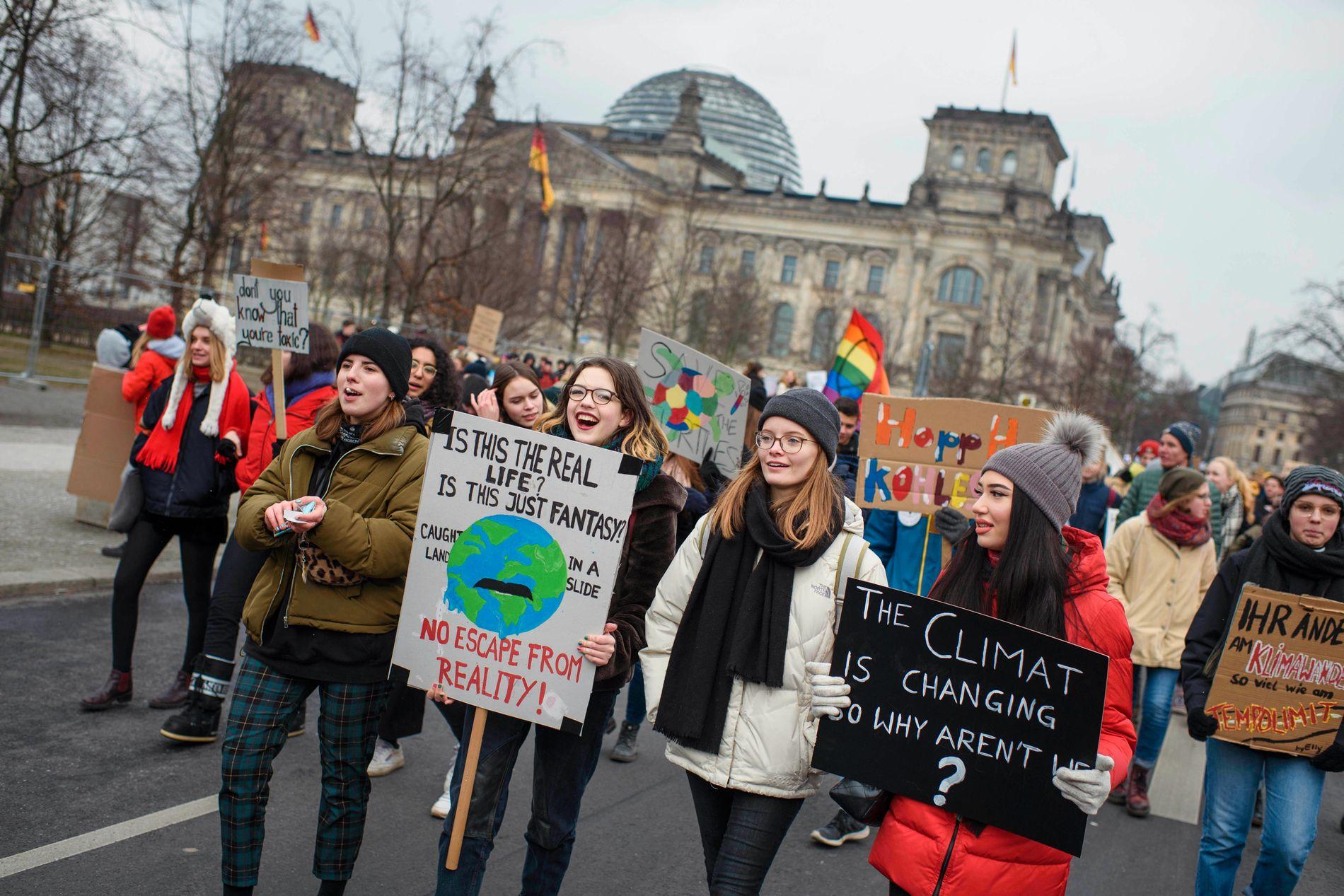Skolestreikene har spredt seg rundt om i Europa. Her demonstrerer elever i Berlin.