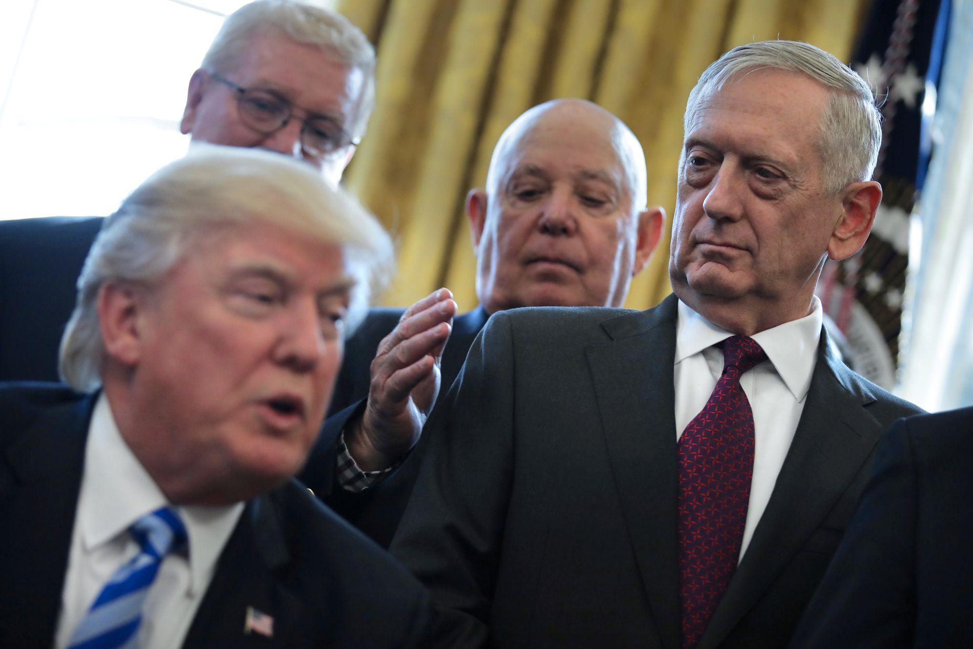 UT AV SYRIA: Donald Trump trekkjer USA ut av Syria, og James Mattis (t.v.) går av som forsvarsminister. – Det er ei urovekkjande utvikling, meiner Bergens Tidende.