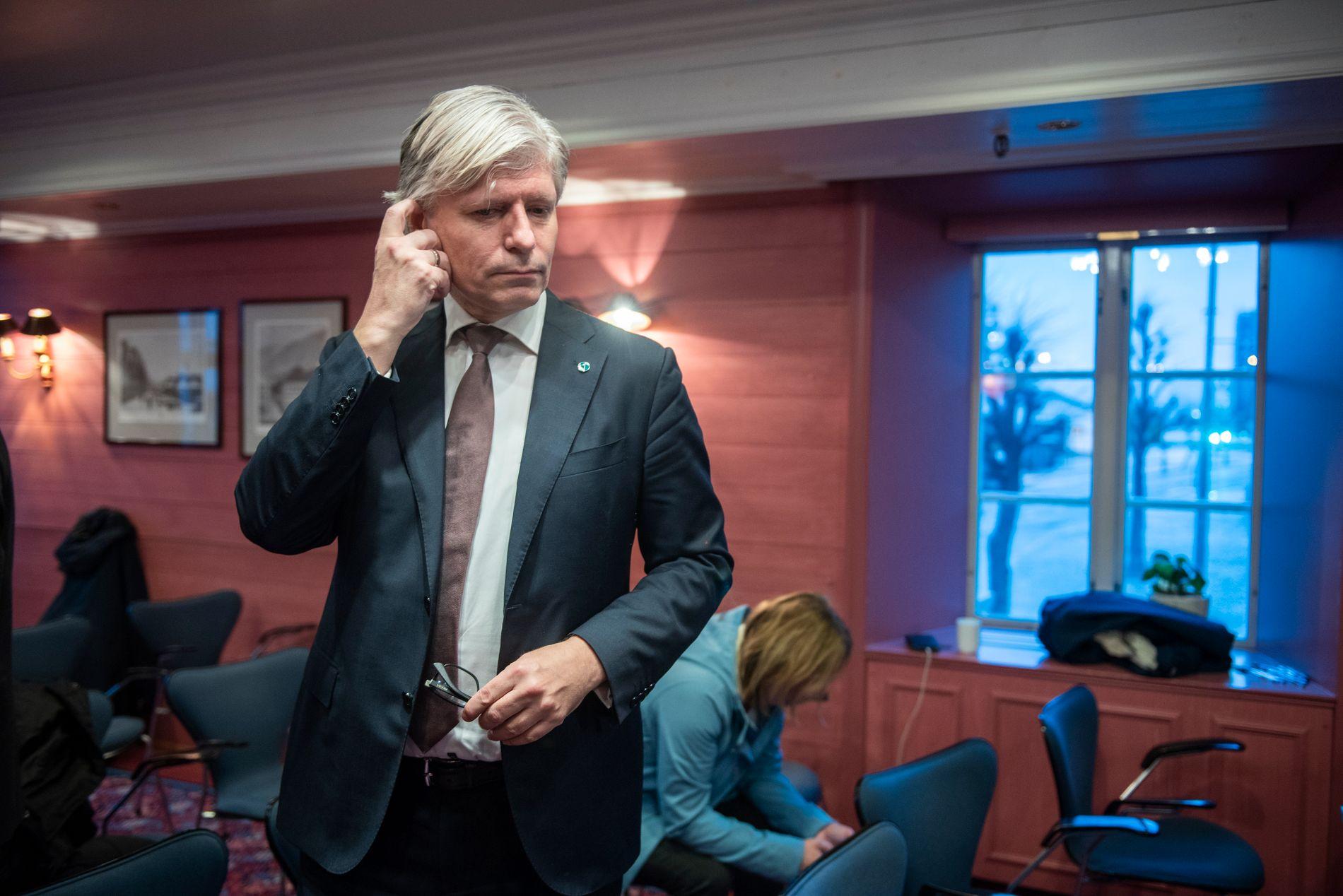 BREMSEKLOSS: Klima- og miljøminister Ola Elvestuen (V) vil sikkert være en positiv pådriver for at verden skal vedta ambisiøse utslippskutt under klimatoppmøte i Polen denne uken. Men det holder ikke å være en pådriver internasjonalt, hvis du er en bremsekloss for klimagassutslipp nasjonalt, skriver Audun Lysbakken (SV).