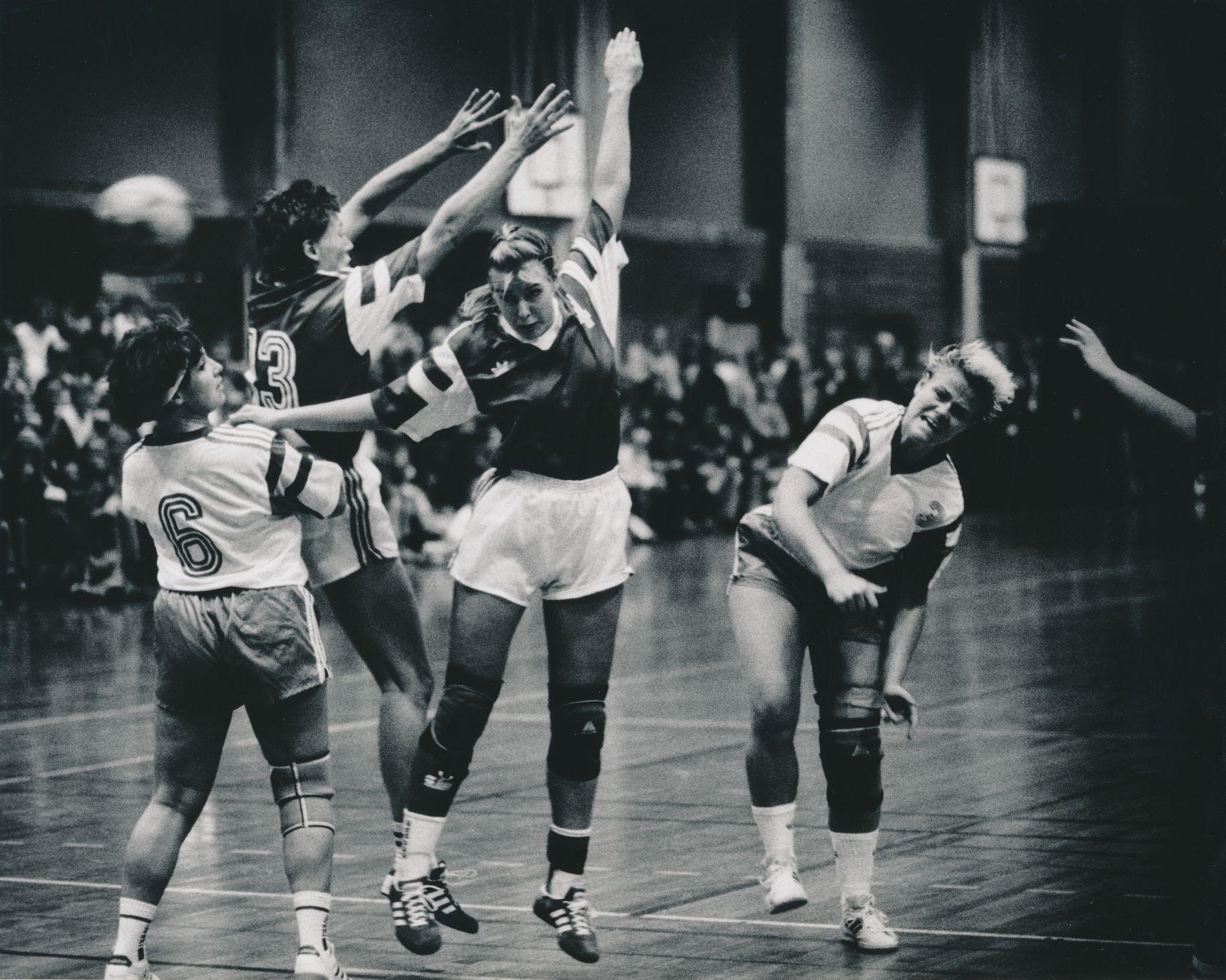Våg vant fire av de fem første kampene i debutsesongen på nivå 2 høsten 1991. Åse Birkrem ble toppscorer med sju mål i denne 19–15-seieren mot Tertnes.