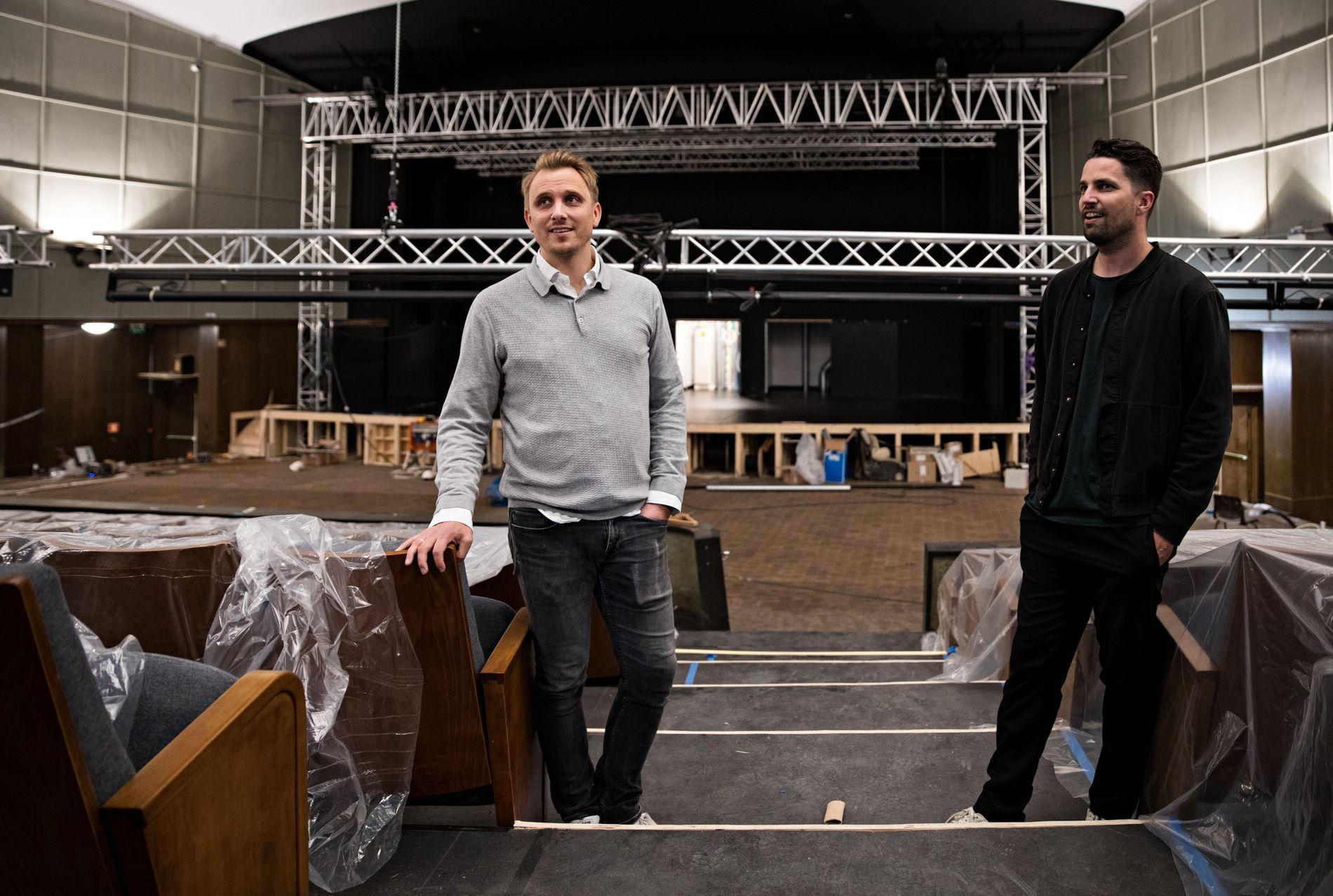 SNART ÅPNINGSFESTIVAL: Haavard Monsen (til v.) i Liveon AS og Ruben Nesse i Brilliance Live holder på å gjøre klart til Forum Scenes åpningsfestival, som arrangeres 29. til 31. august.