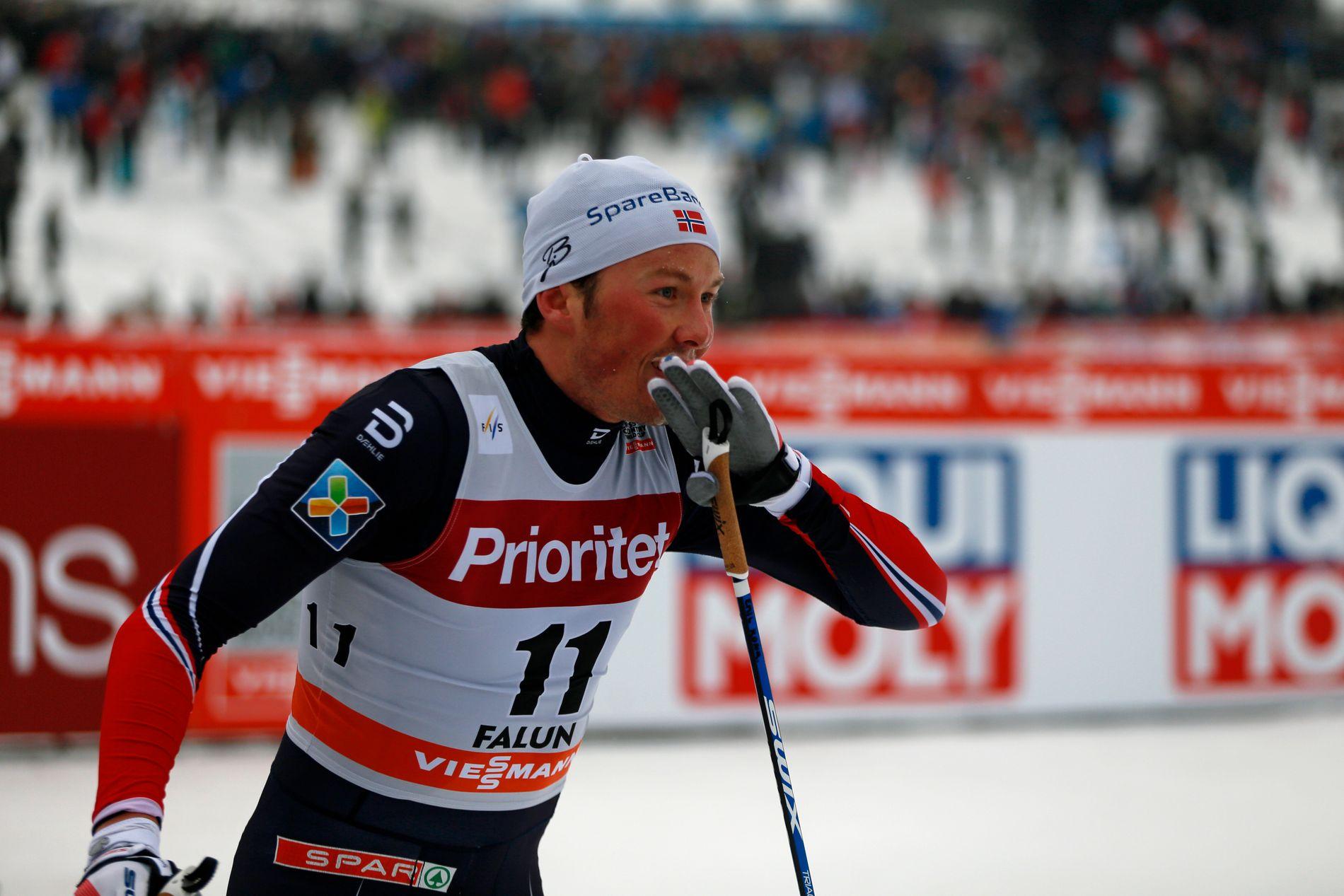 GLAD: Emil Iversen smilte bredt etter at han sikret seieren foran Martin Johnsrud Sundby på tremila i Falun.