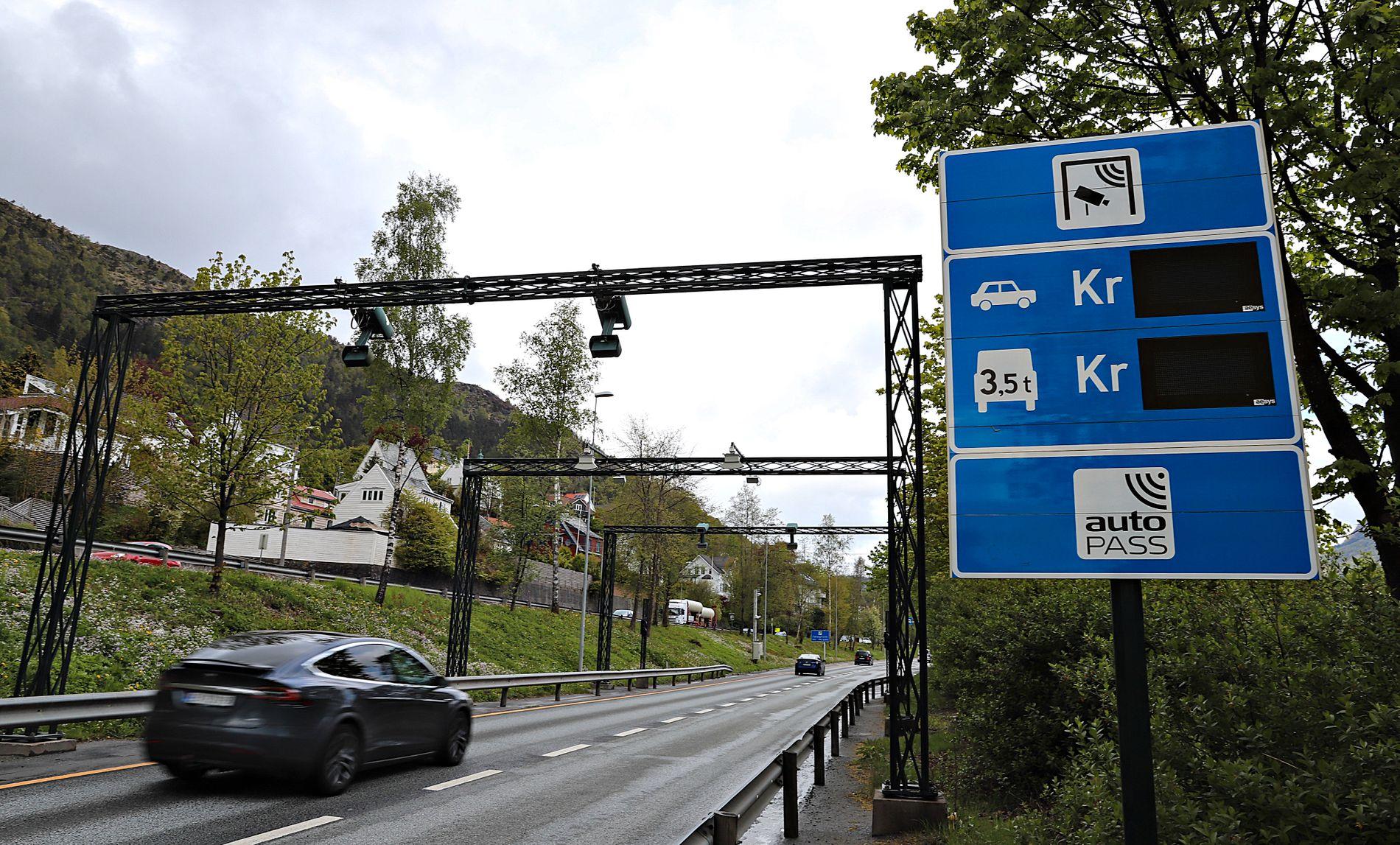 OMSTRIDDE BOMMAR: Innsendaren vil mellom anna setja ein strek over Bybanen til Åsane. Slik skal behovet for bompengar verte mindre.
