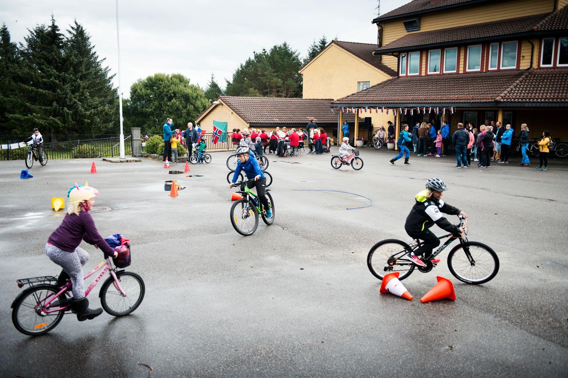 FØRSTEMANN: Blomvåg skole er en av mange skoler og barnehager i regionen som bruker sykkel-VM aktivt i opplæringen.