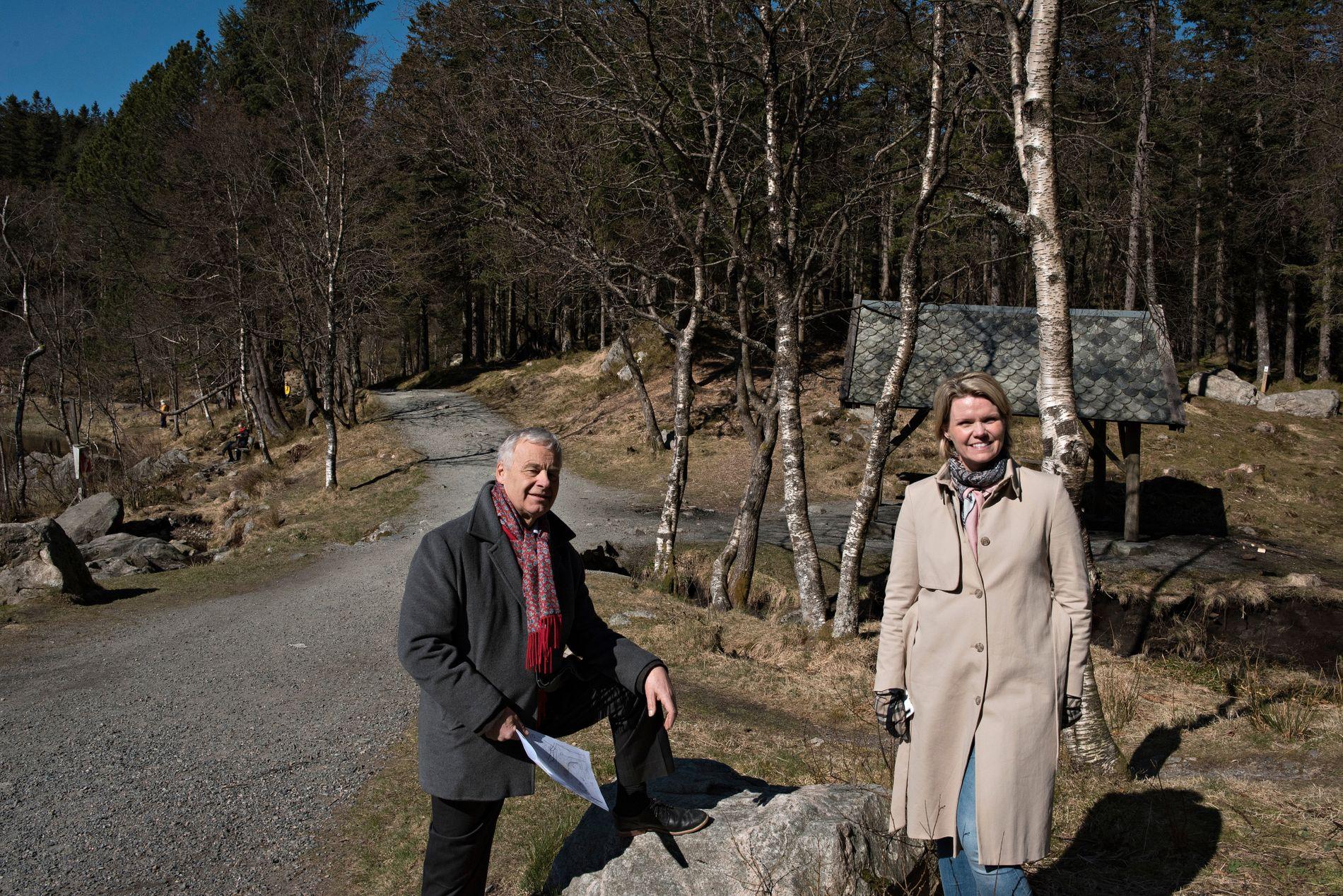 DYKTIGE FOLK: – En viktig faktor for at det går bra er engasjerte, dyktige folk som driver banen, sier Bjart Nygaard, her avbildet sammen med daglig leder Anita Nybø.