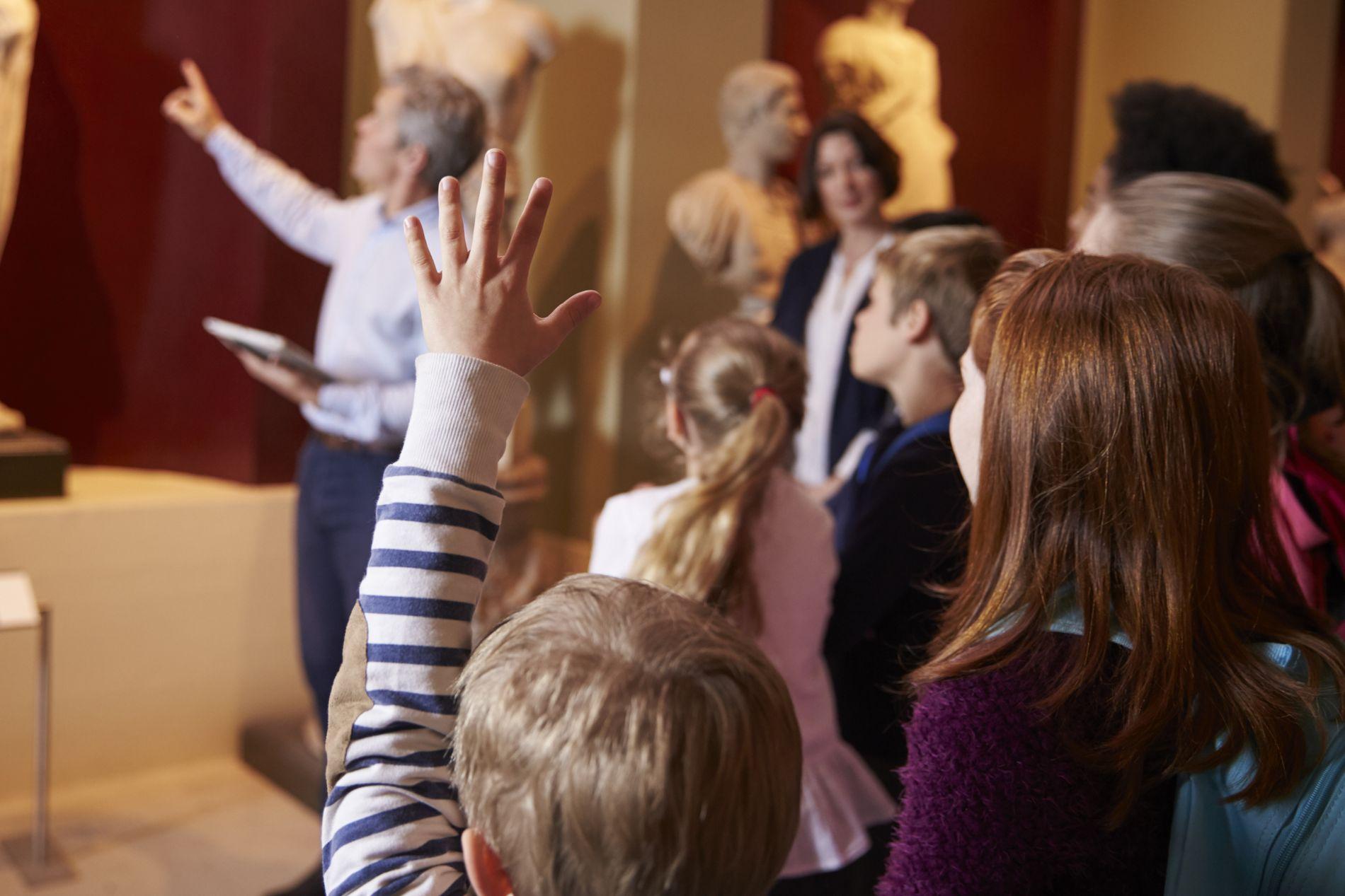 LÆRING: Lat barna undra seg, drøyma seg vekk, leva seg inn. Dei lærer av det òg, det lovar me, sjølv om det ikkje alltid viser på nasjonal prøve, skriv Signe Bondhus-Jensen.