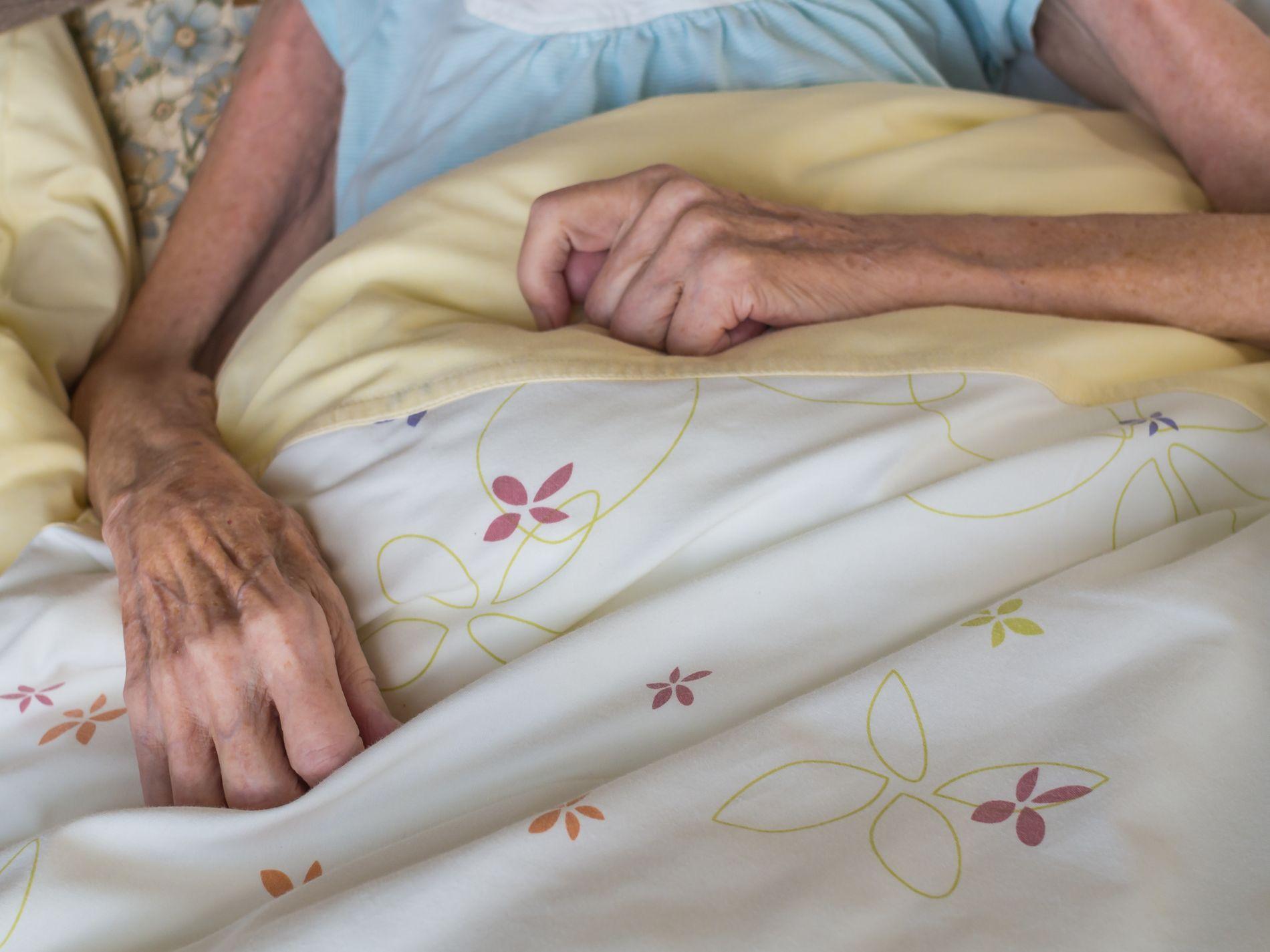 SISTE FASE: I dag dør nærmere halvparten av alle nordmenn på et sykehjem. Den viktigste årsaken til innleggelse er kognitiv svikt, derfor kan det være begrenset hvor mye den eldre selv kan gi uttrykk for ønsker om behandling ved livets slutt, mener Liv Wergeland Sørbye.