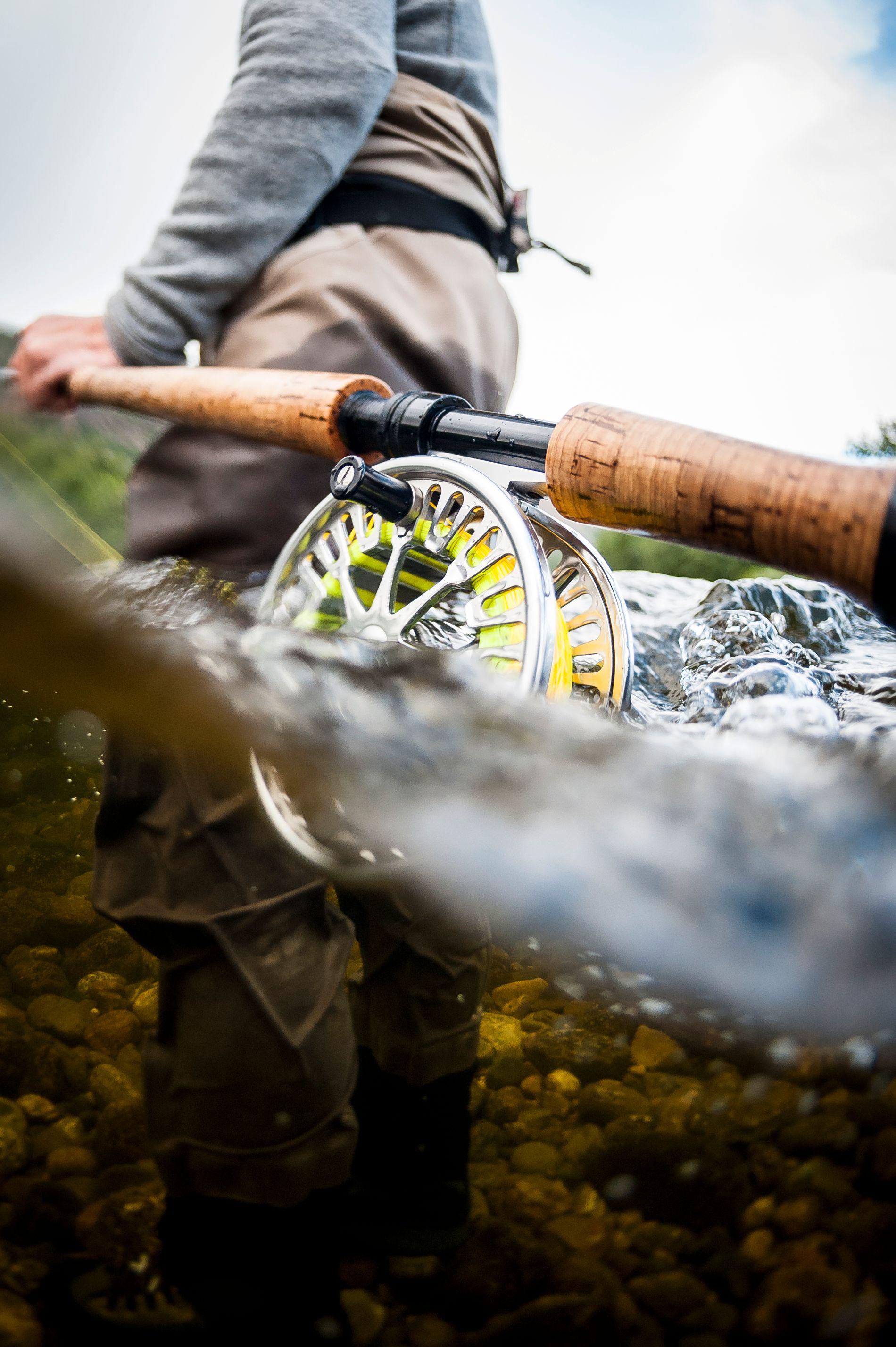 Laksefiske i Alta handler i hovedsak om fluefiske, selv om det er lov å fiske med sluk tidlig på sesongen.