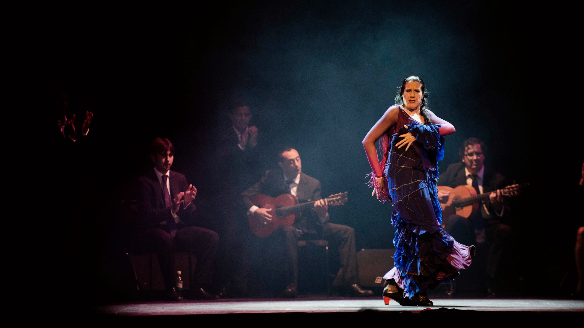 FORNYER FLAMENCOEN: Maria Pages og hennes flamencokompani tok Førde med storm med sin oppvisning fredag kveld.