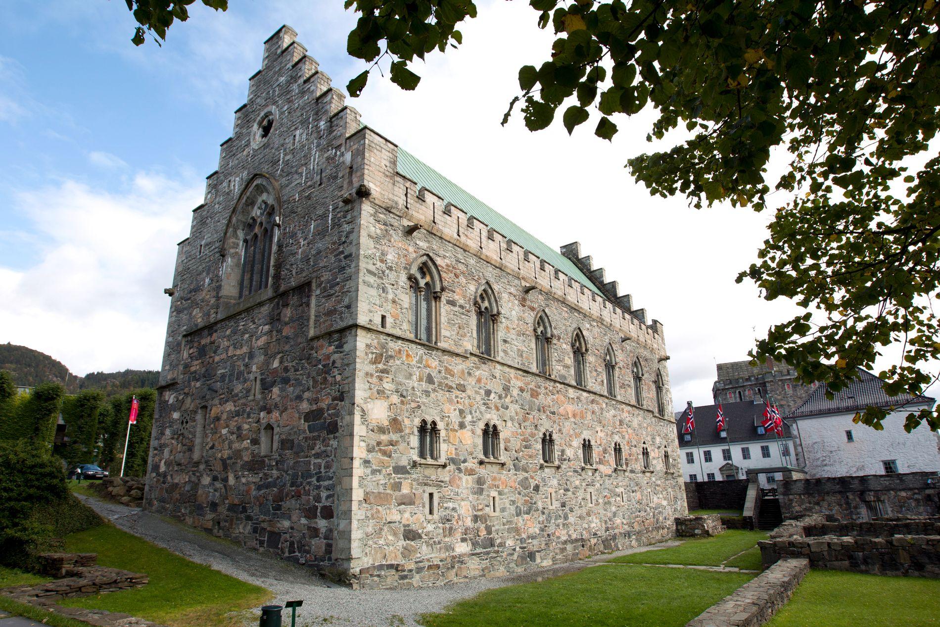 HÅKONSHALLEN: Hallen ble reist mellom 1247 og 1261 av kong Håkon Håkonsson, og ble brukt som kongebolig og festsal.