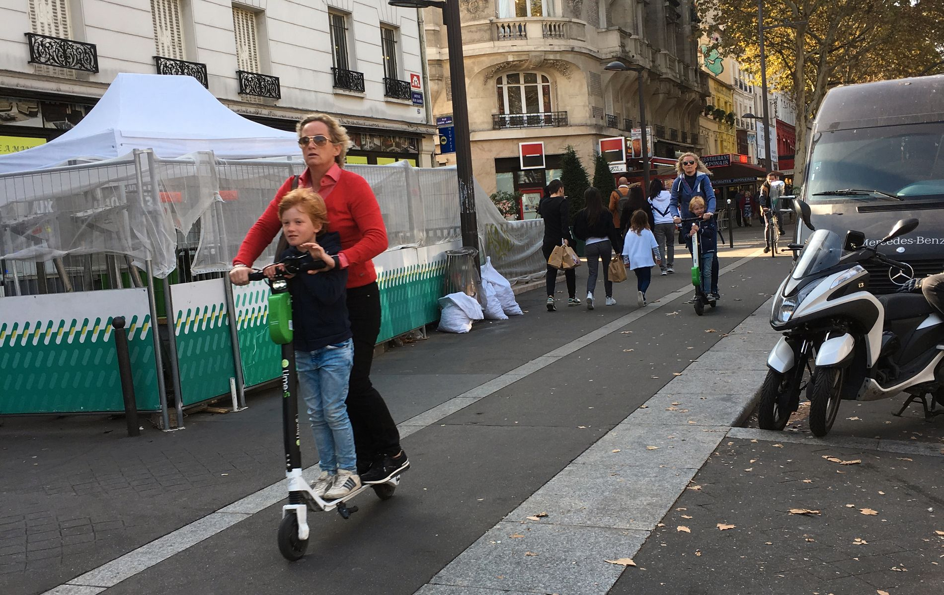FREMTIDSRETTET: Paris er en av flere europeiske byer som har ønsket sparkesyklene velkommen, og betegnes som «den mest fremtidsrettede byen i verden». Nå venter vi spent på norske byer – hvem blir først, skriver innsenderen.