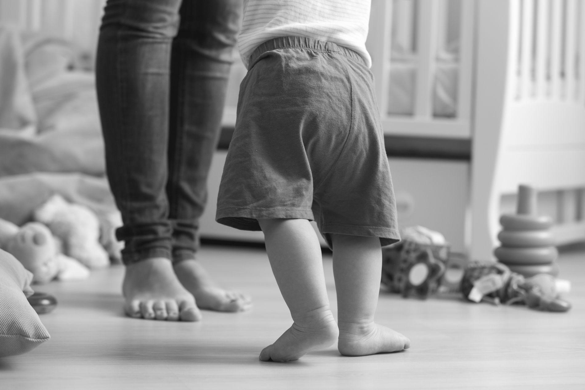 BEHOV: Barn trenger voksne som har tid, lyst og overskudd til å trøste, kose, leke, lese, tøyse og snakke med dem. Det får vi ikke god nok tid til med dagens bemanning, skriver Nina Sælen.