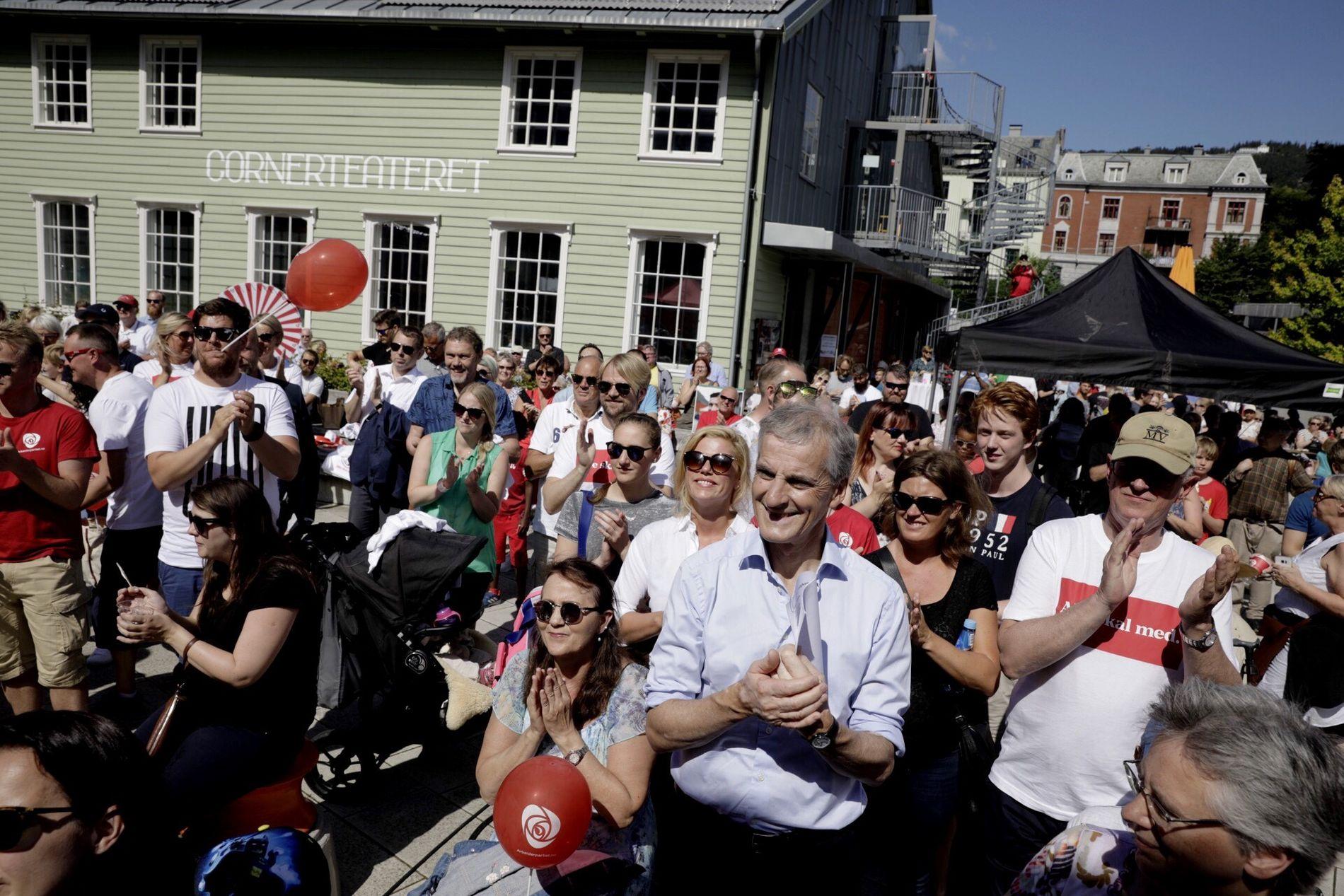 FESTIVALSTEMNING: Arbeiderpartiets valgkampåpning bød på musikk, mat og underholdning.