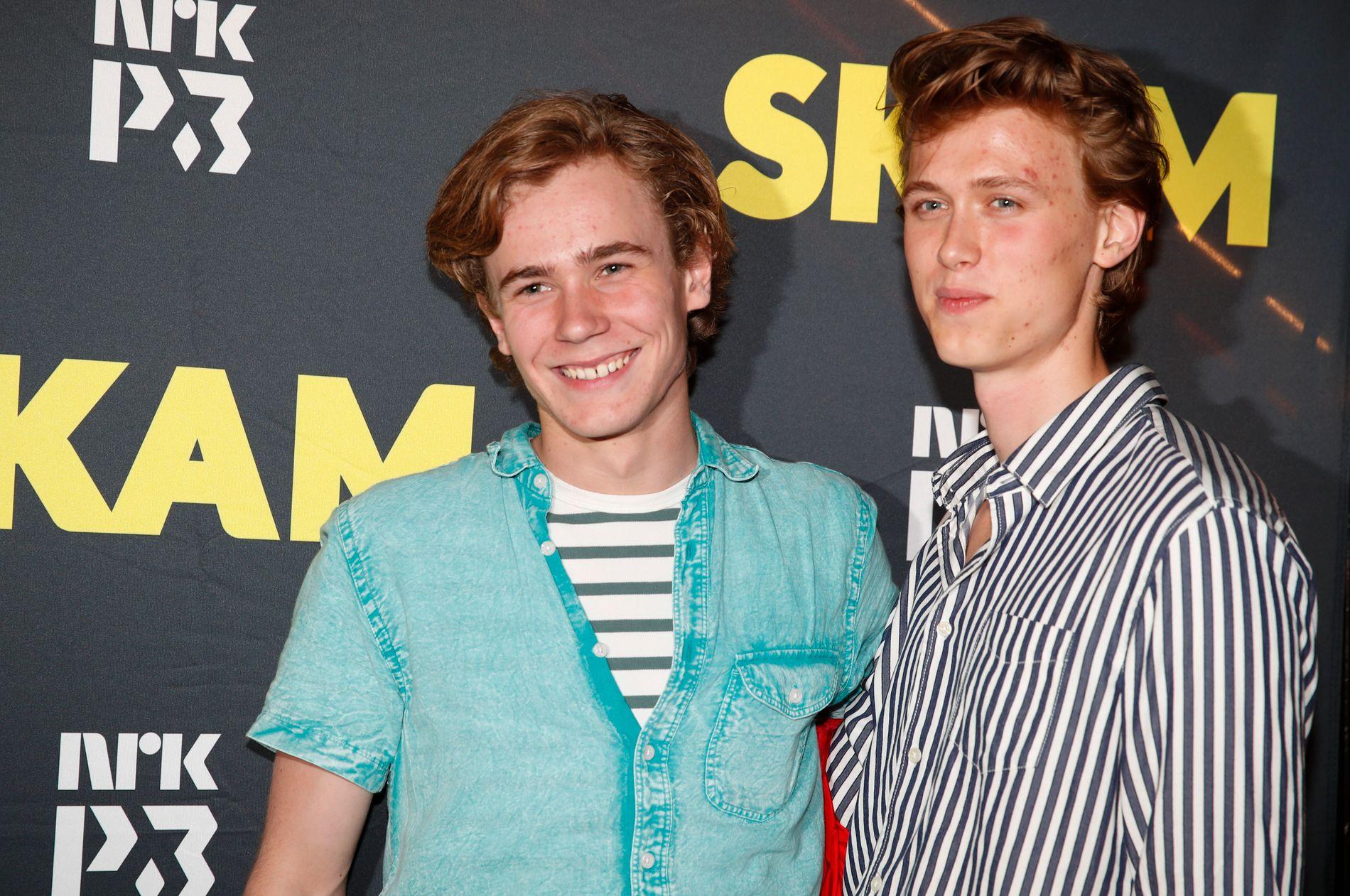 PÅ FEST: Isak (Tarjei Sandvik Moe) og Even (Henrik Holm)   i TV-serien Skam på avslutningsfest i Oslo fredag kveld.
