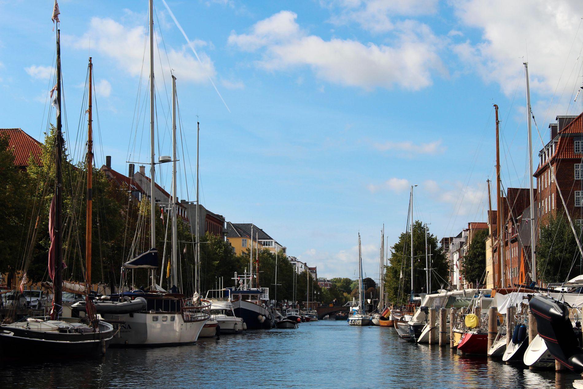 CHRISTIANSHAVN: Den gamle danske kongen hadde Nederland i tankene da han bygget Christianshavn. I dag er kanalen full av husbåter.