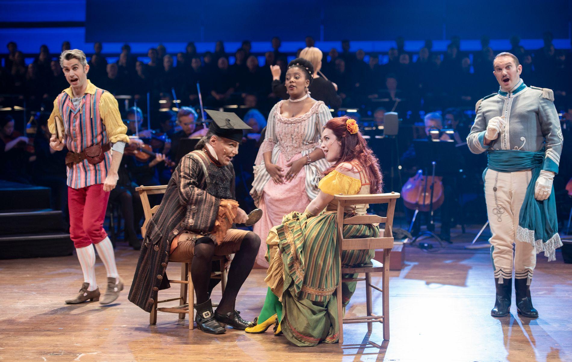 MER SÅNN? Fra BNOs oppsetning av «Candide» i fjor. «Et operahus er et hus der kunstarten og kulturuttrykket opera settes i sentrum. Det være seg det store så vel som det lille formatet, moderne musikkteater så vel som klassiske standardverk, fornøyelse så vel som forargelse», skriver Kristin Knudsen.