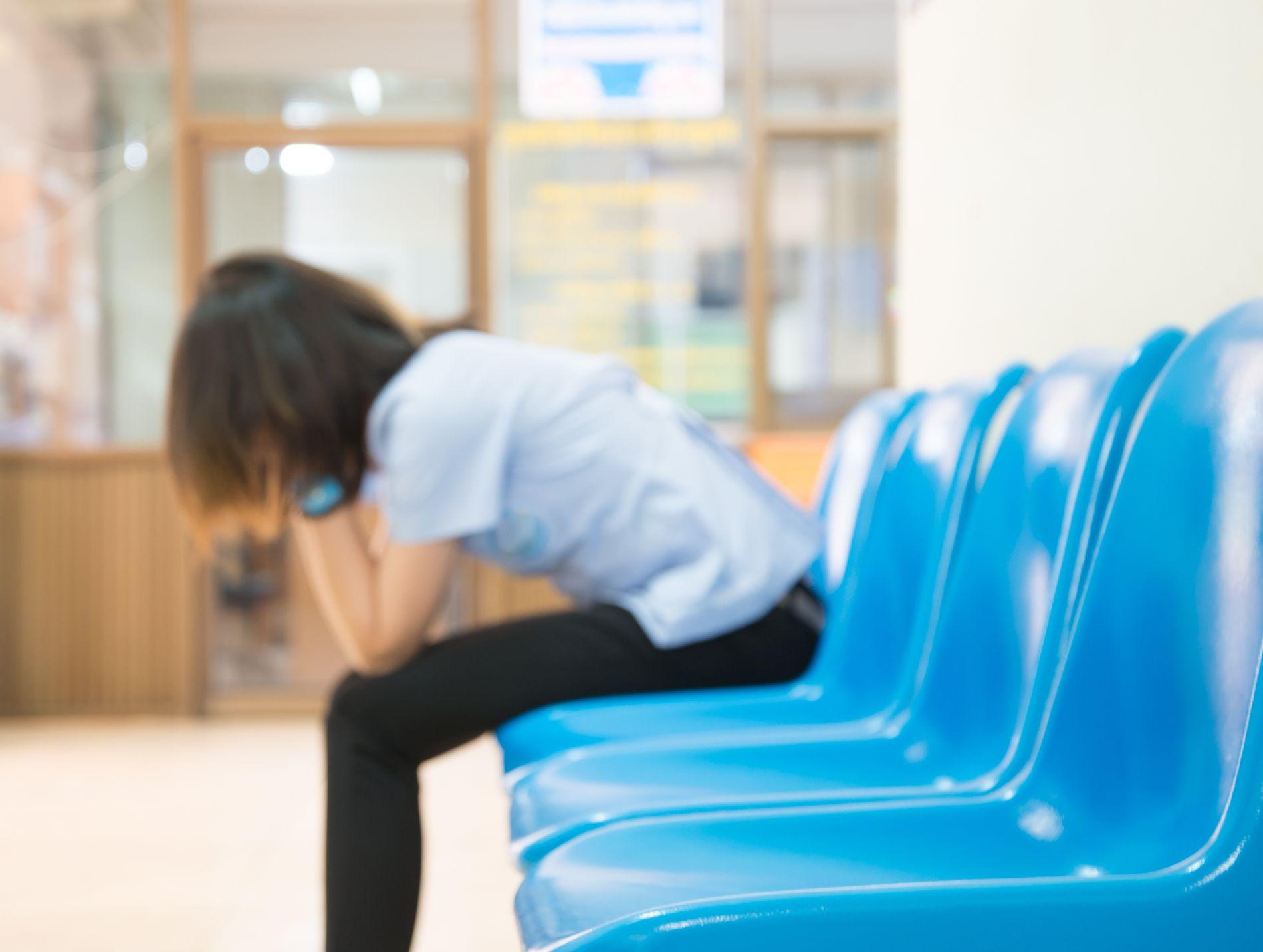 DRØMMEN OM EN DIVAN: Mange må bli på venterommet, skriver Anne Rokkan.