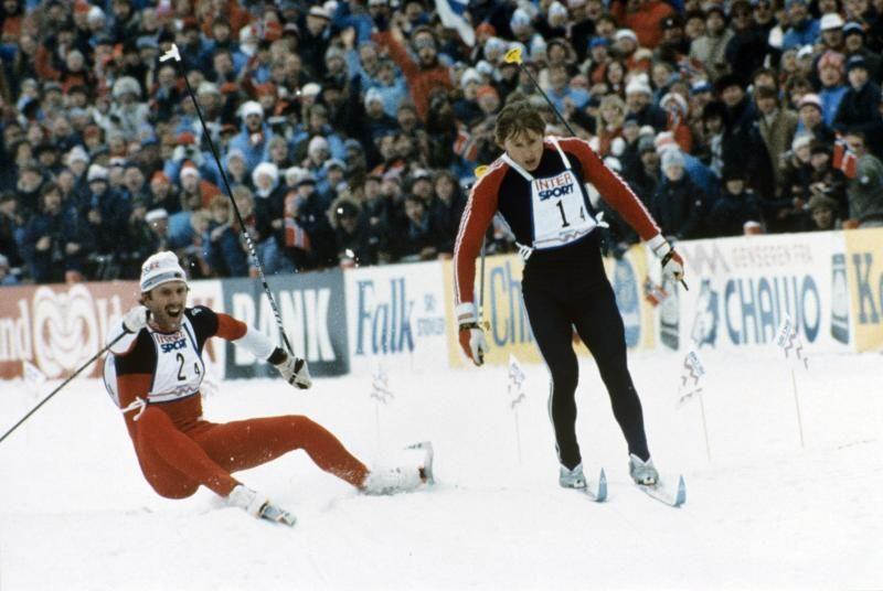 MÅLGANG: Brå og Zavjalov stormar i mål, i eit legendarisk renn.