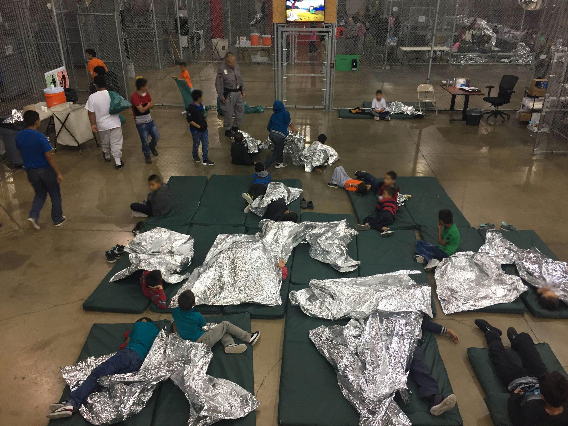 UVERDIGE FORHOLD: Bildet er tatt i forrige uke, i Rio Grande Valley Centralized Processing Center i Rio Grande City, Texas. «Interneringen av barn og unge er et grovt menneskerettighetsbrudd. Verdenssamfunnet, inkludert den norske regjeringen, bør reagere tydelig», mener BT.